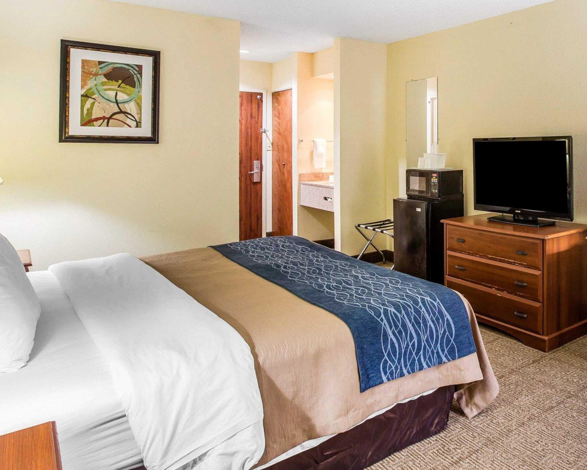 Quality Inn Darien-North Brunswick image 7