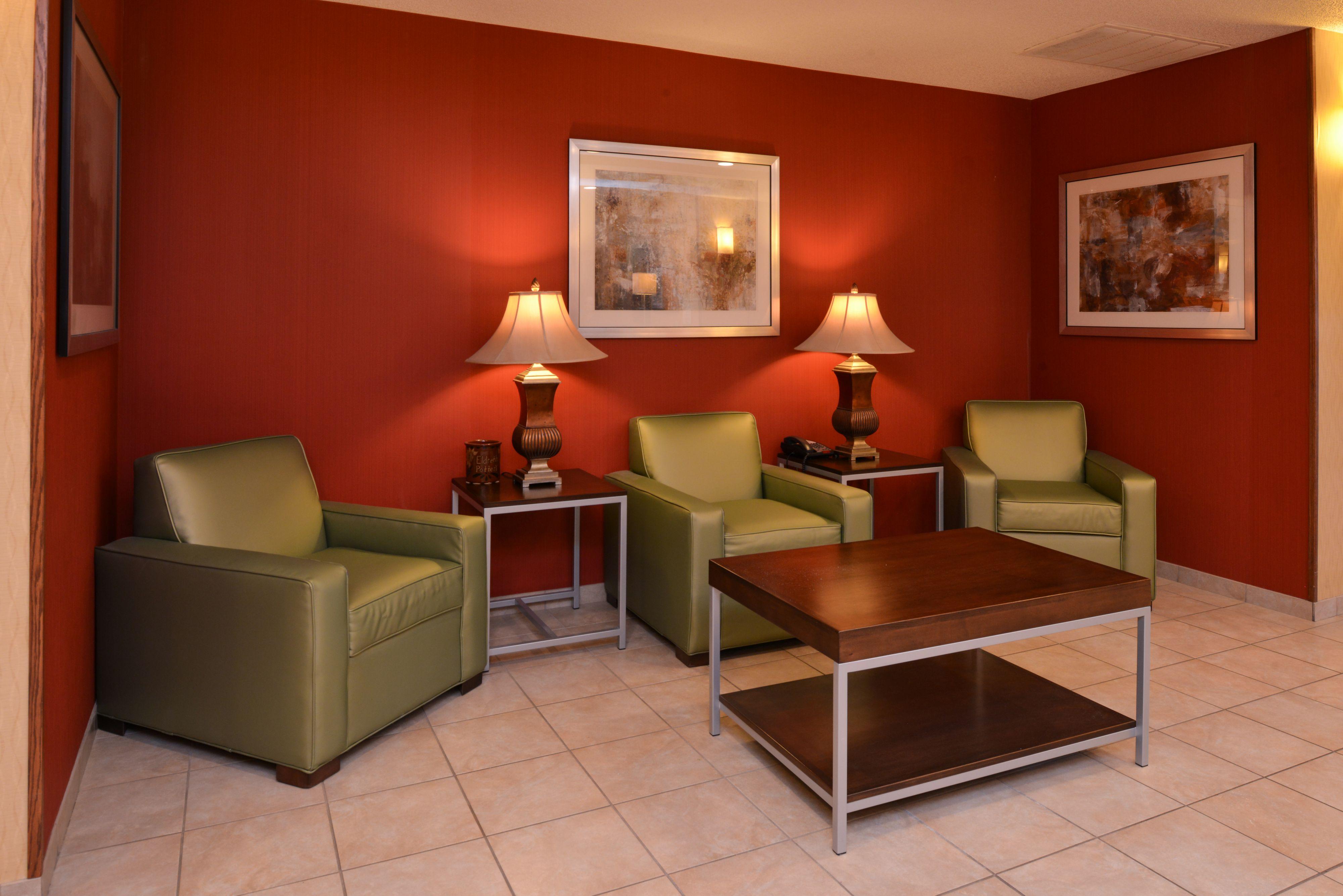 Holiday Inn Express & Suites Lancaster-Lititz image 3