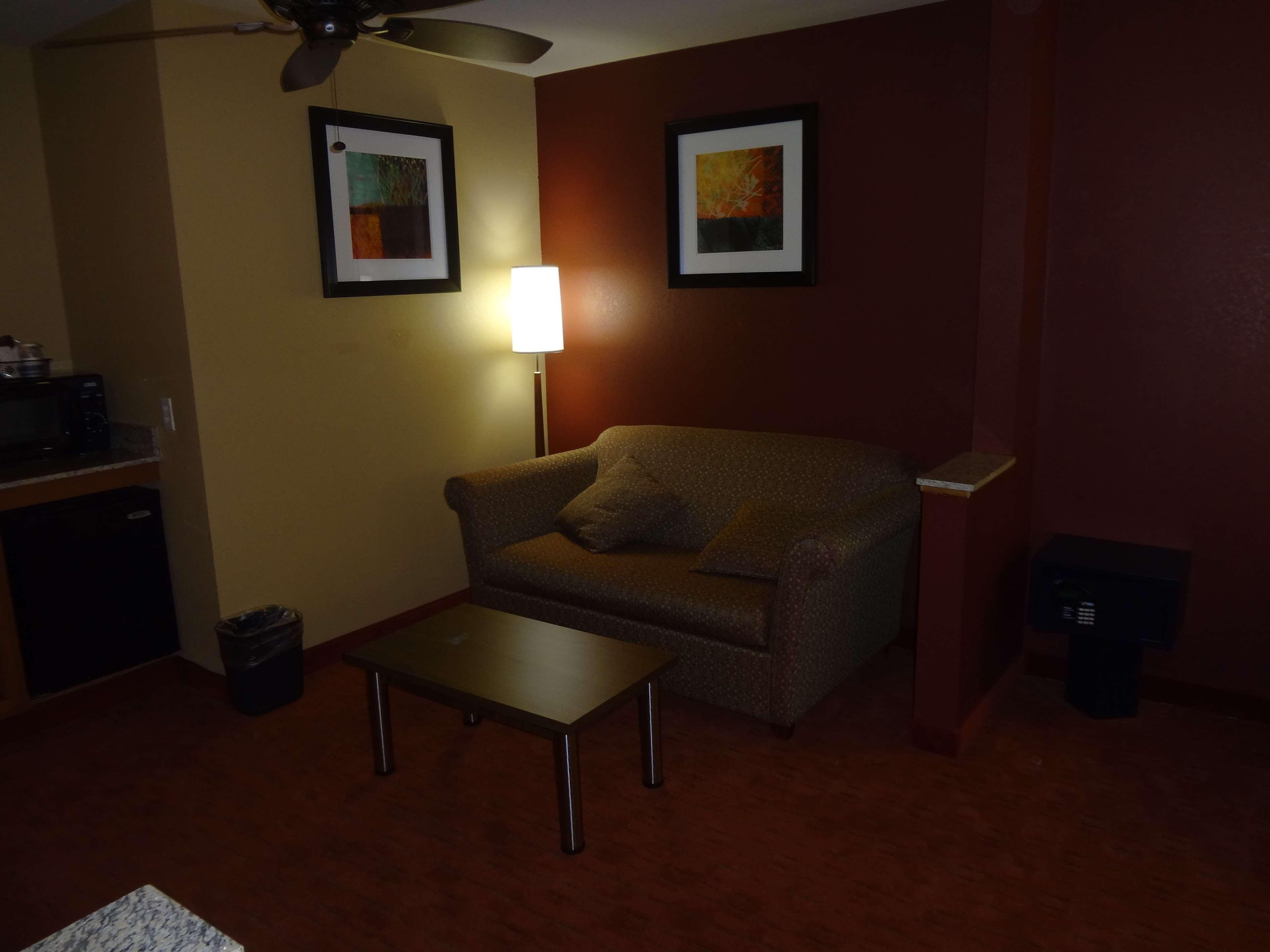 Best Western Plus Woodland Hills Hotel & Suites image 47