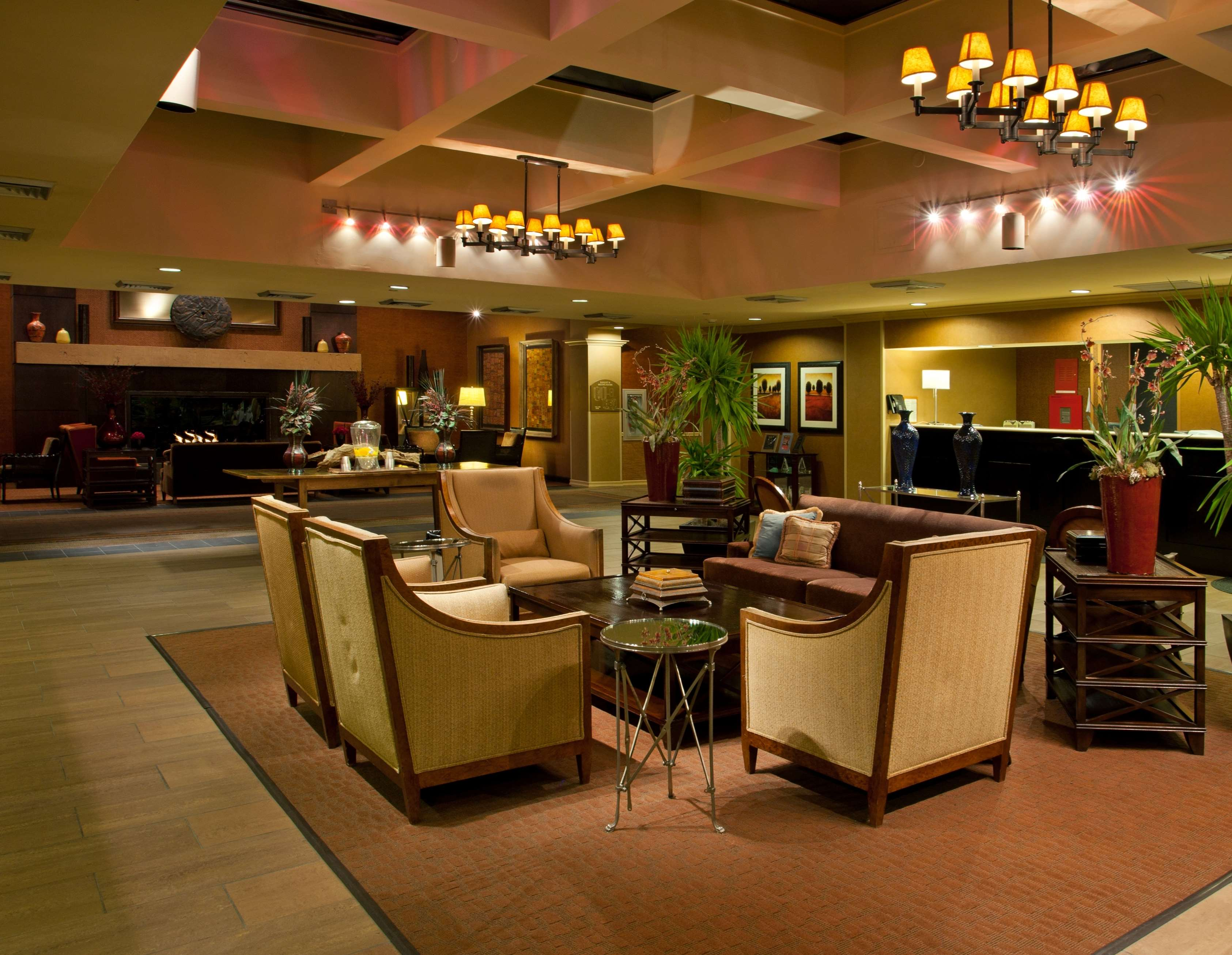 DoubleTree by Hilton Hotel Pittsburgh - Meadow Lands image 4