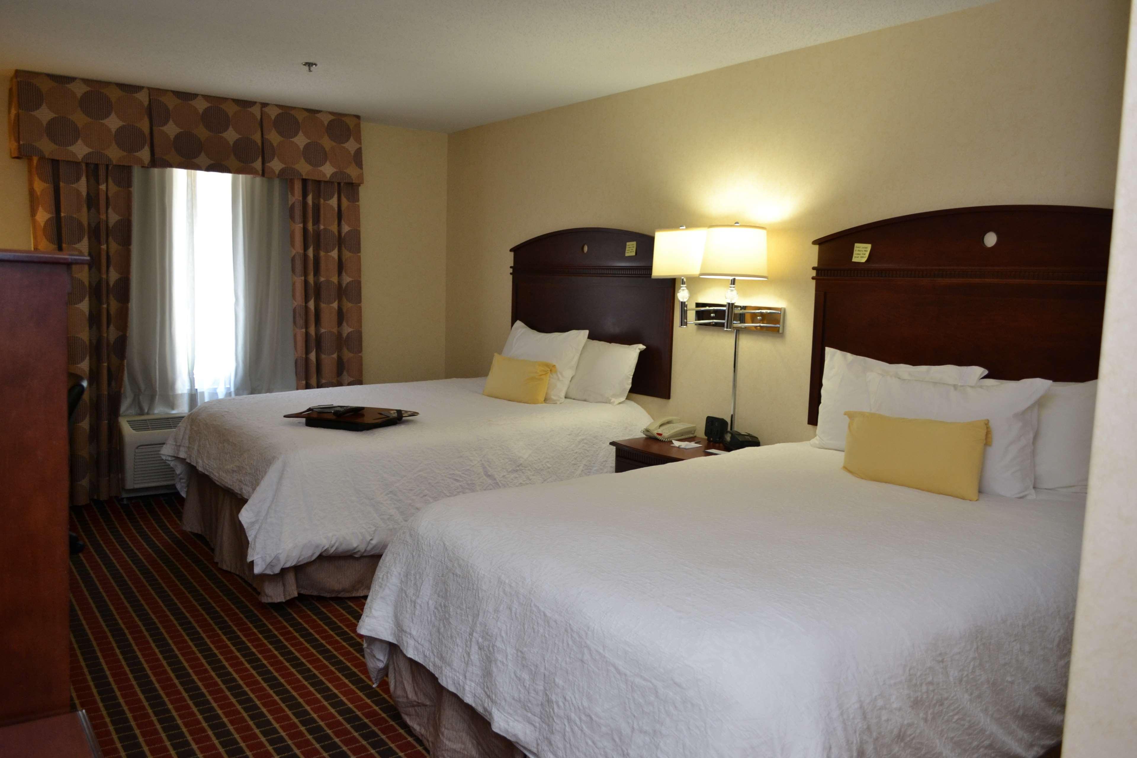 Hampton Inn & Suites Dayton-Airport image 0