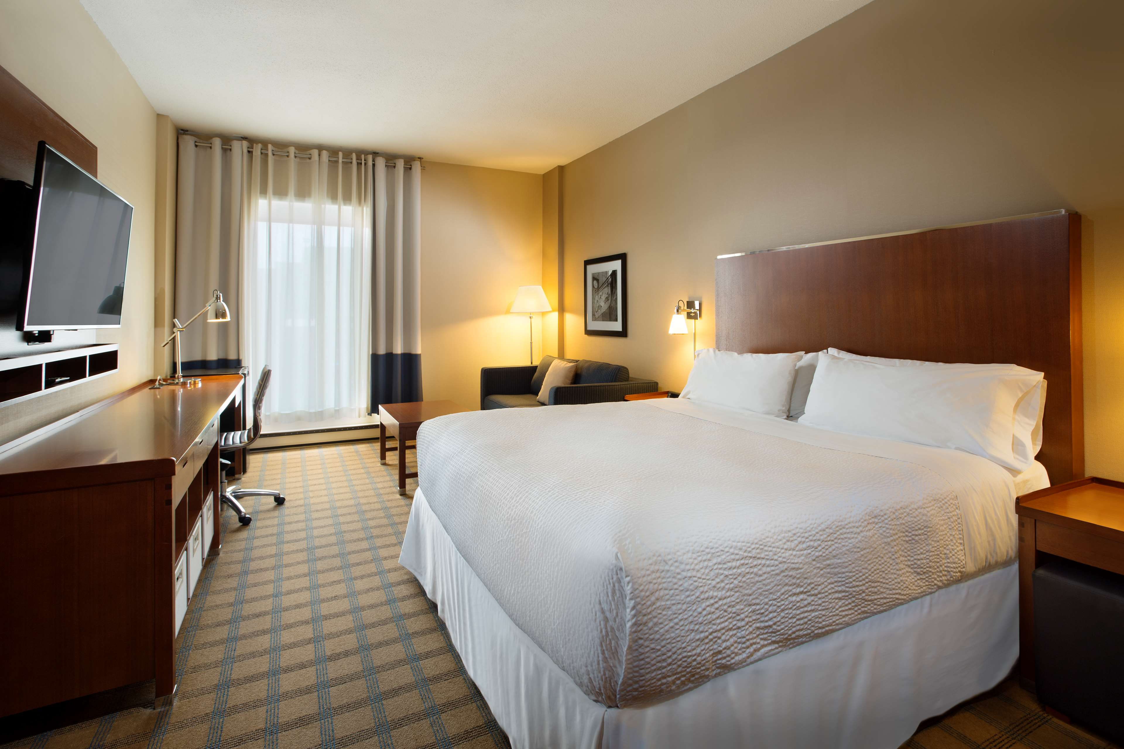 Four Points by Sheraton Hotel & Conference Centre Gatineau-Ottawa à Gatineau: King Room, standard or executive