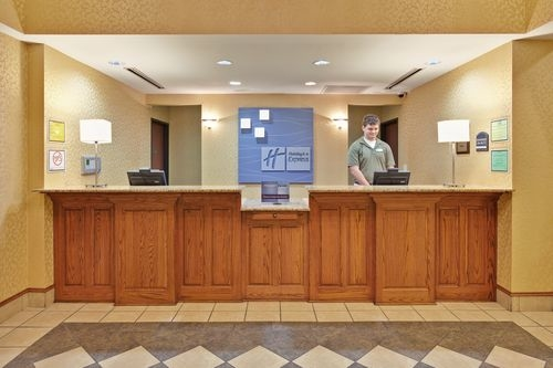 Holiday Inn Express & Suites Paragould image 0