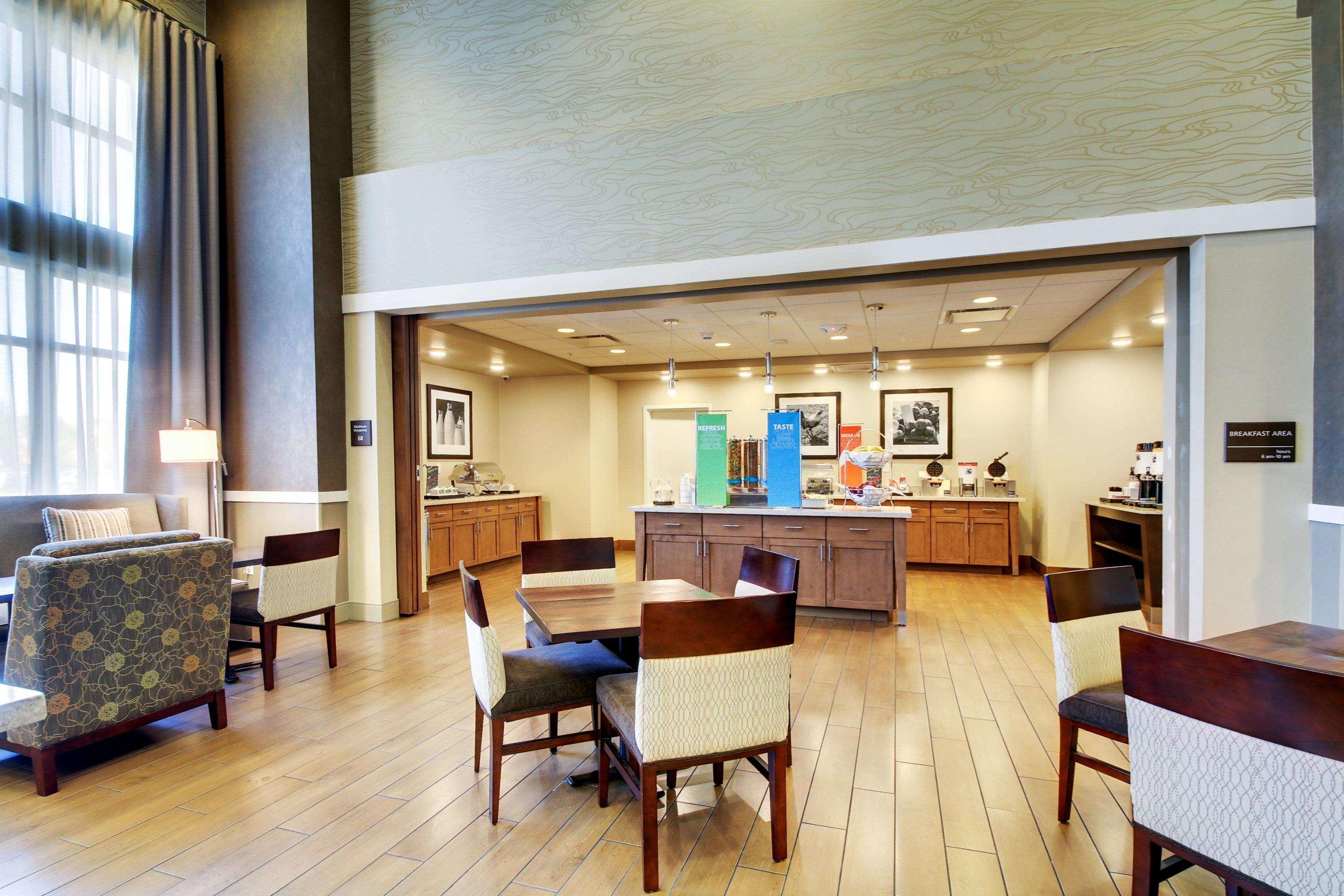 Hampton Inn & Suites Milwaukee West image 29