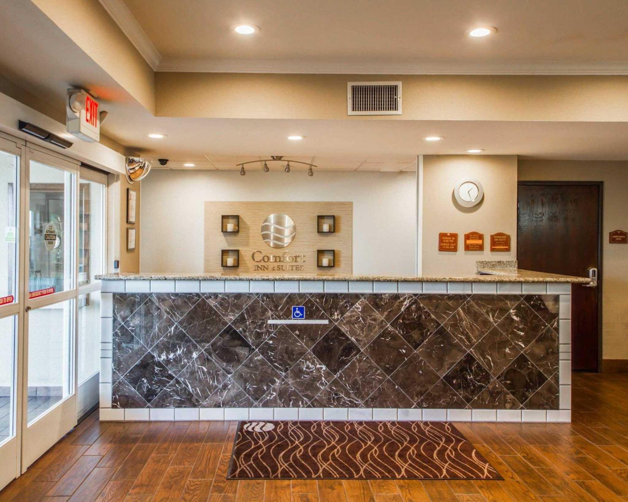 Comfort Inn & Suites Sacramento - University Area image 5
