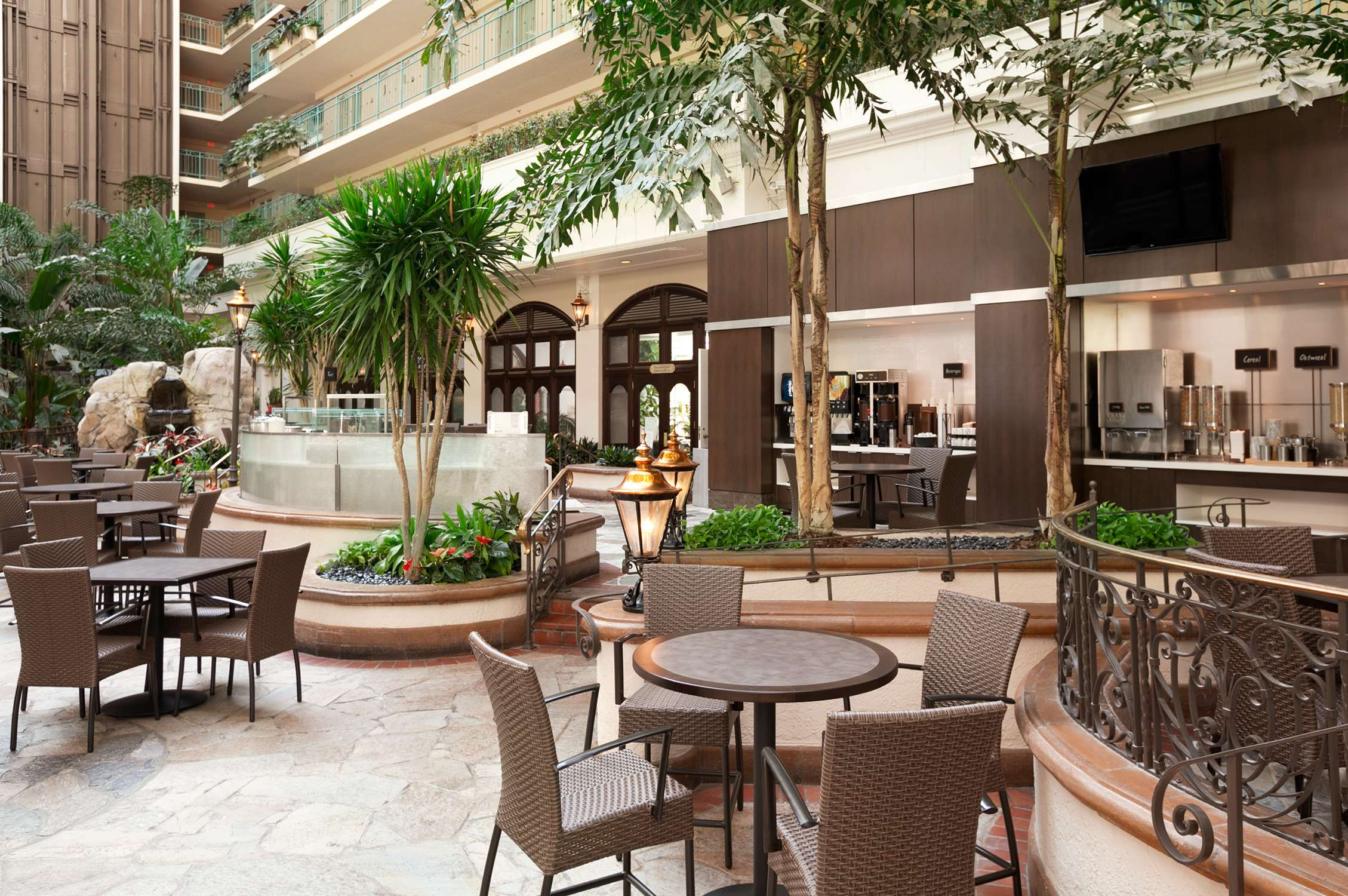Embassy Suites by Hilton San Francisco Airport Waterfront image 3