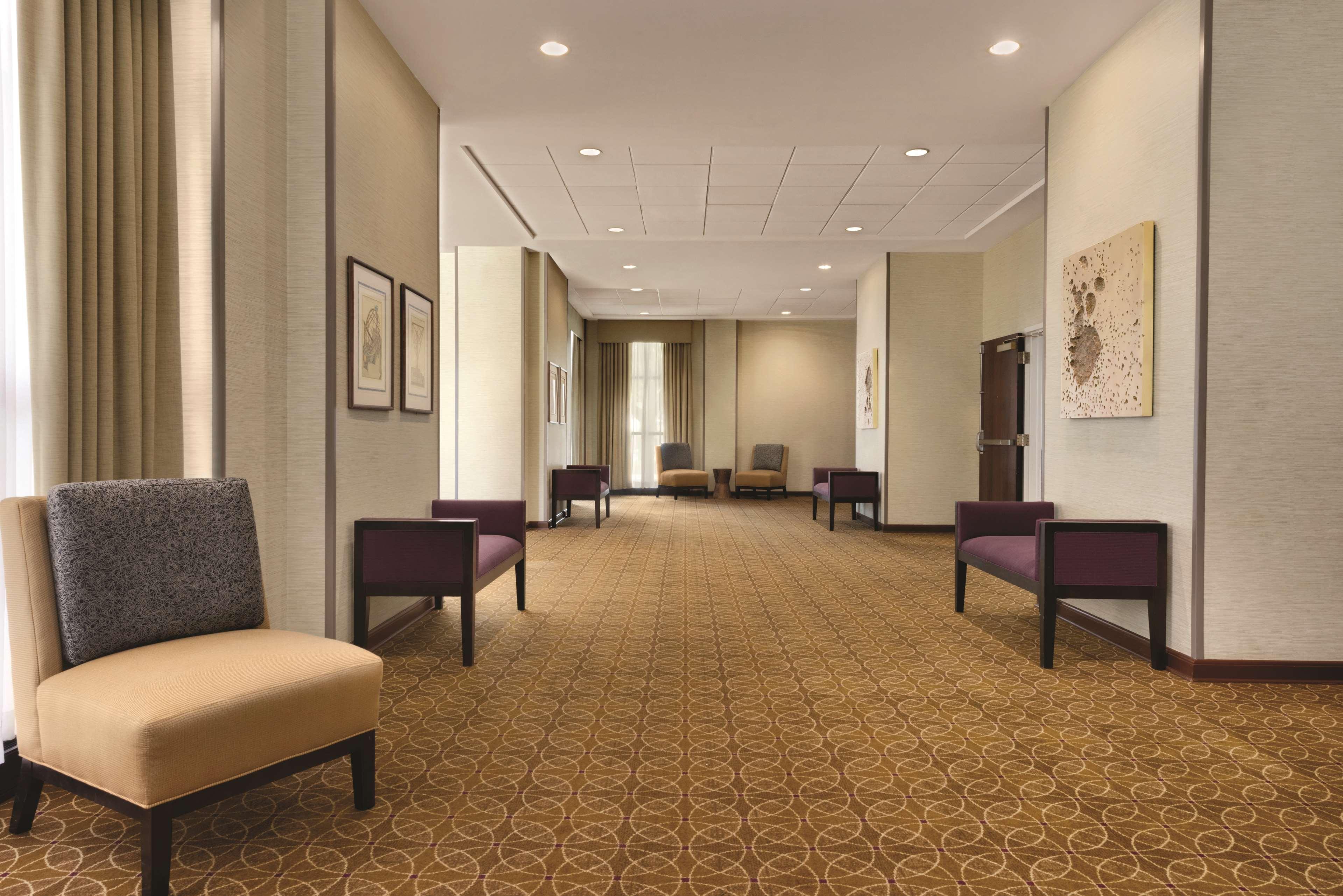 DoubleTree by Hilton Hotel Milwaukee - Brookfield image 23