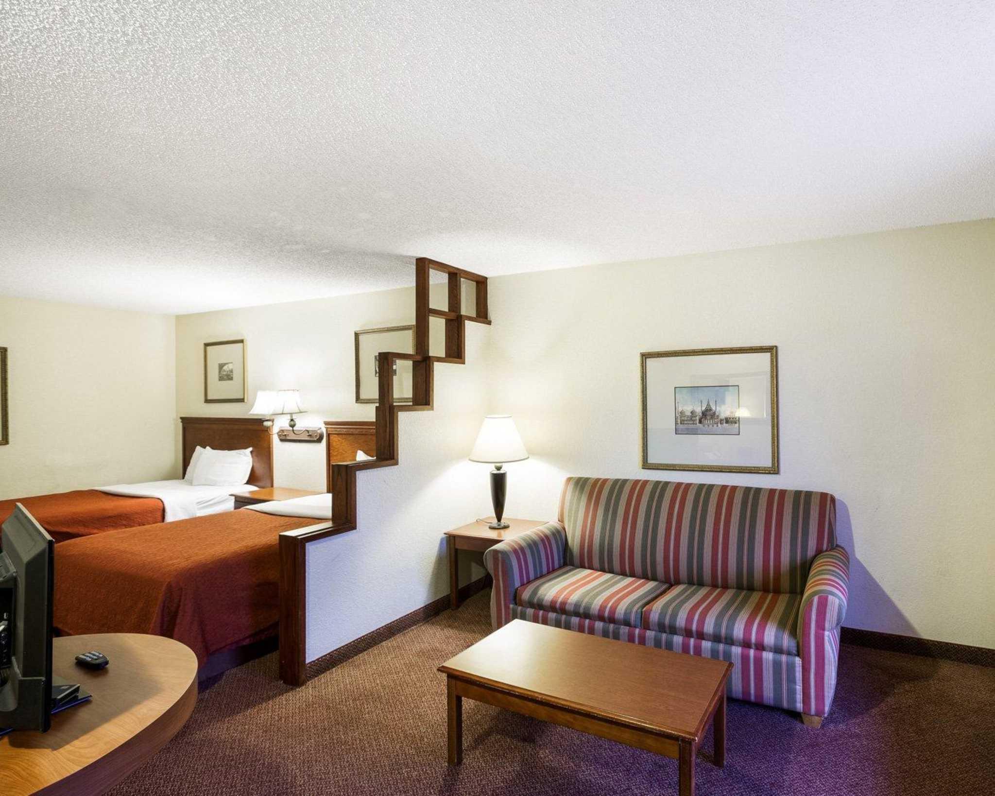 Rodeway Inn & Suites Fiesta Park image 32