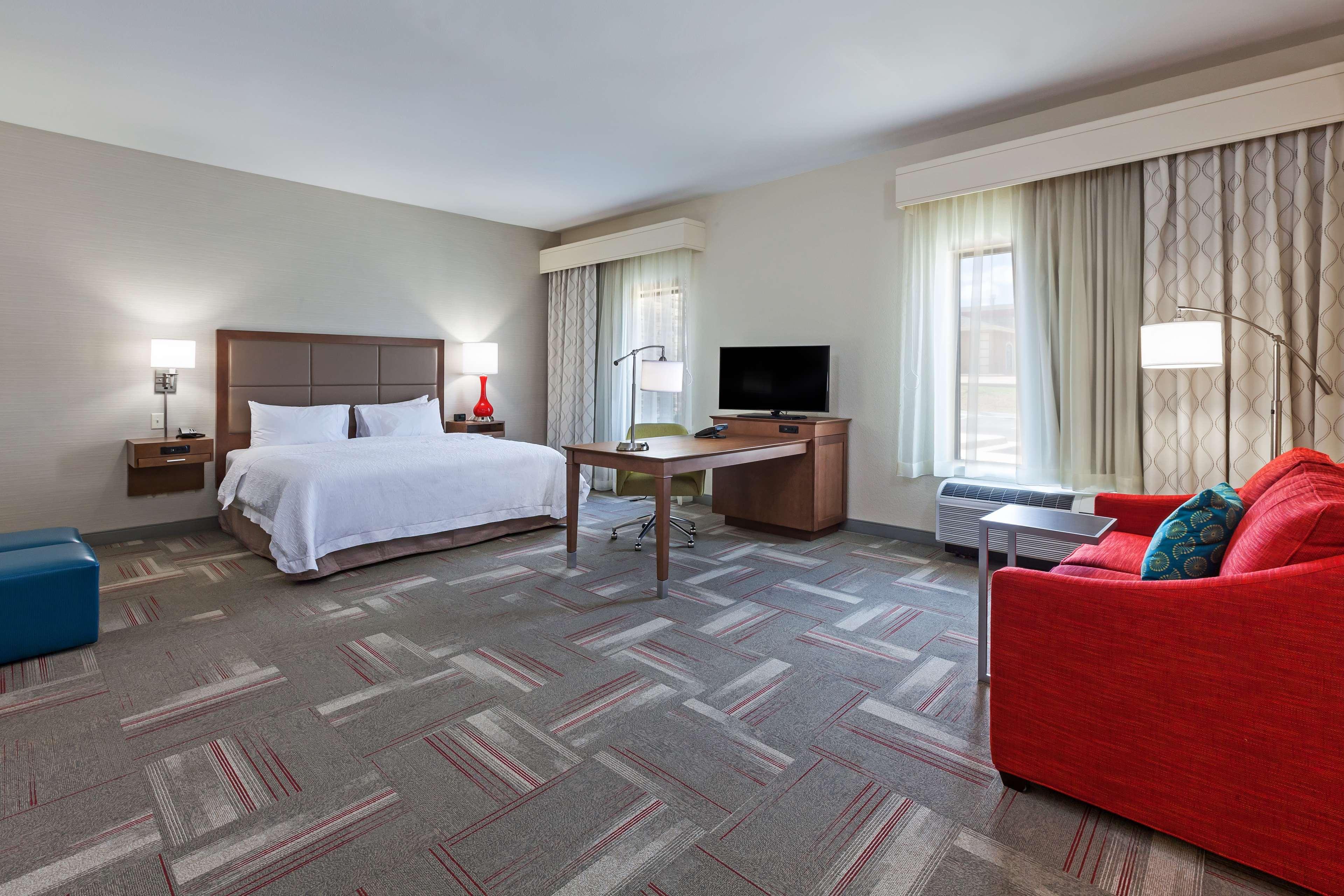 Hampton Inn & Suites Claremore image 20