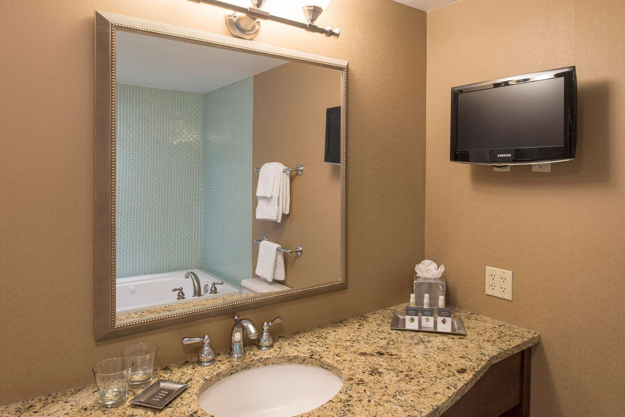 King Bed Junior Suite Bathroom