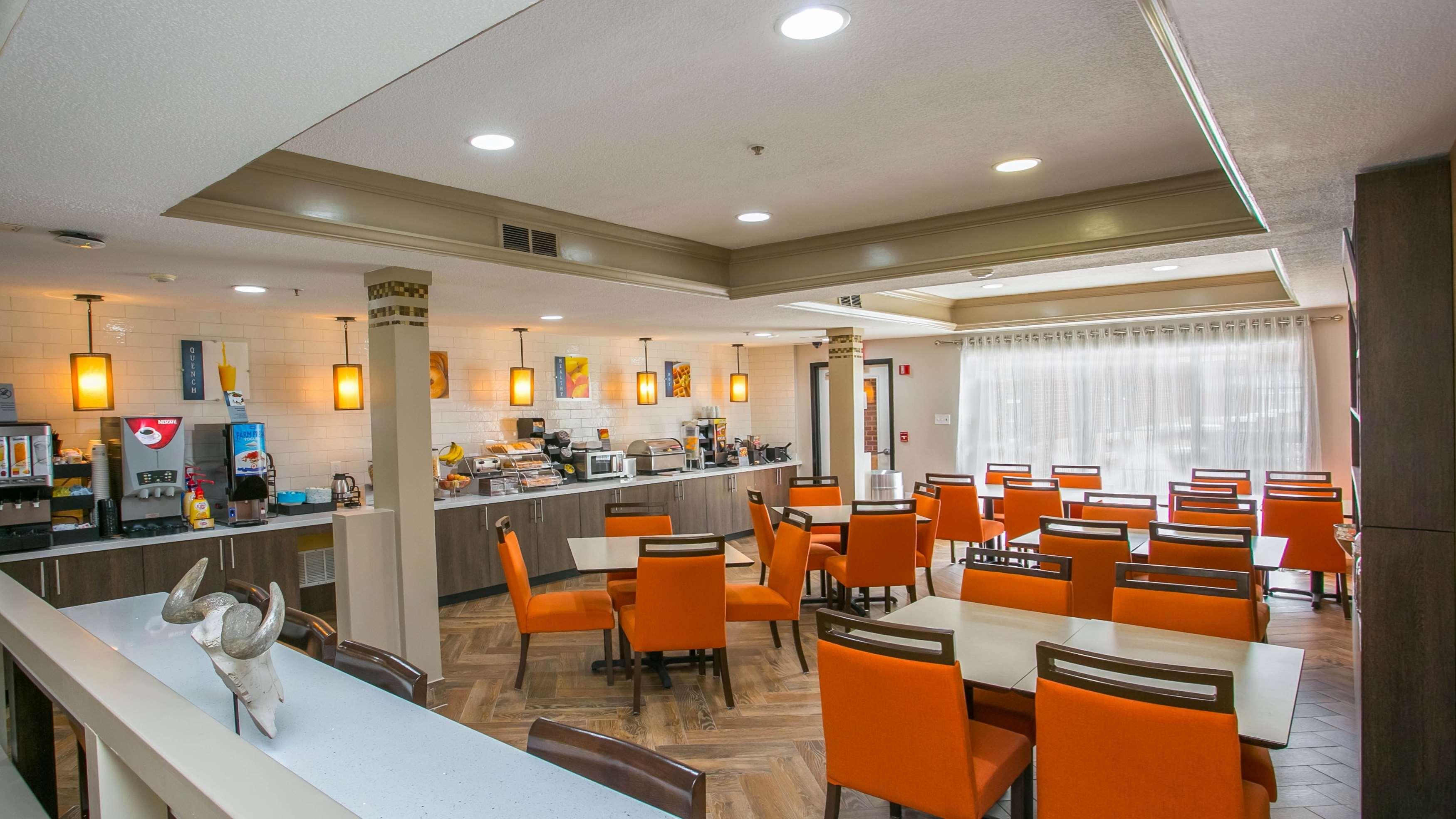 Best Western Plus Addison/Dallas Hotel image 6
