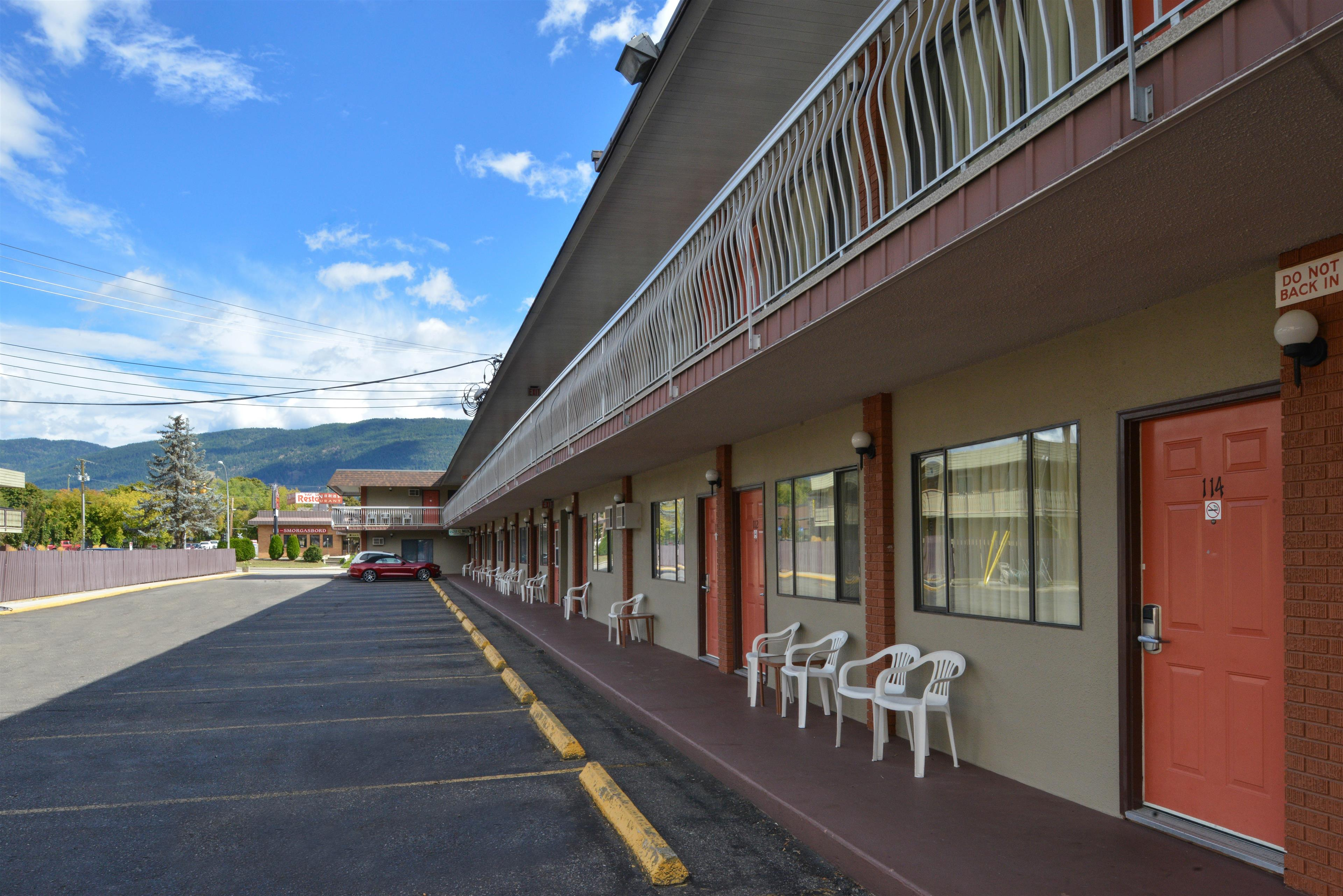 Canadas Best Value Inn & Suites Vernon in Vernon: Side Exterior