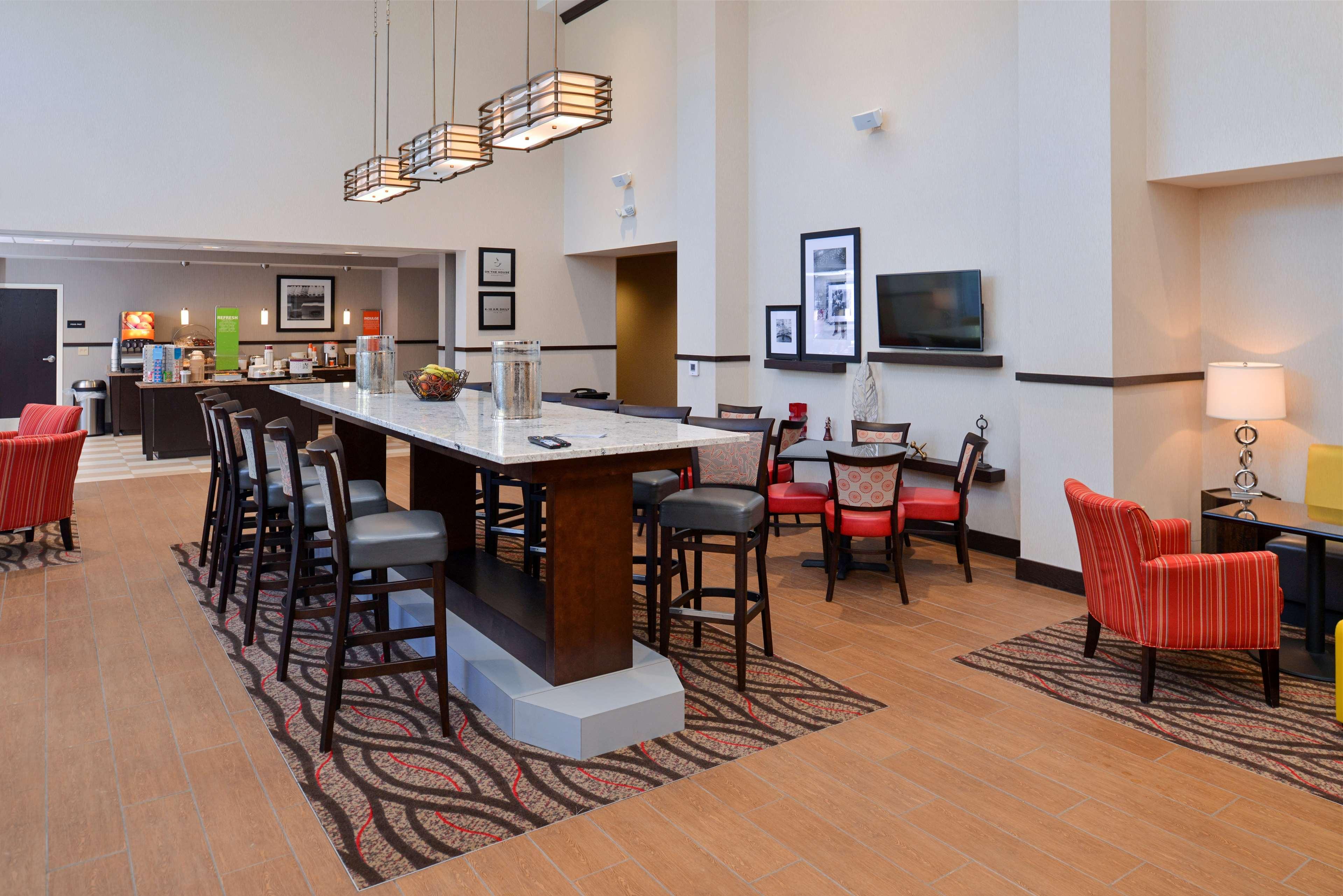 Hampton Inn & Suites California University-Pittsburgh image 8