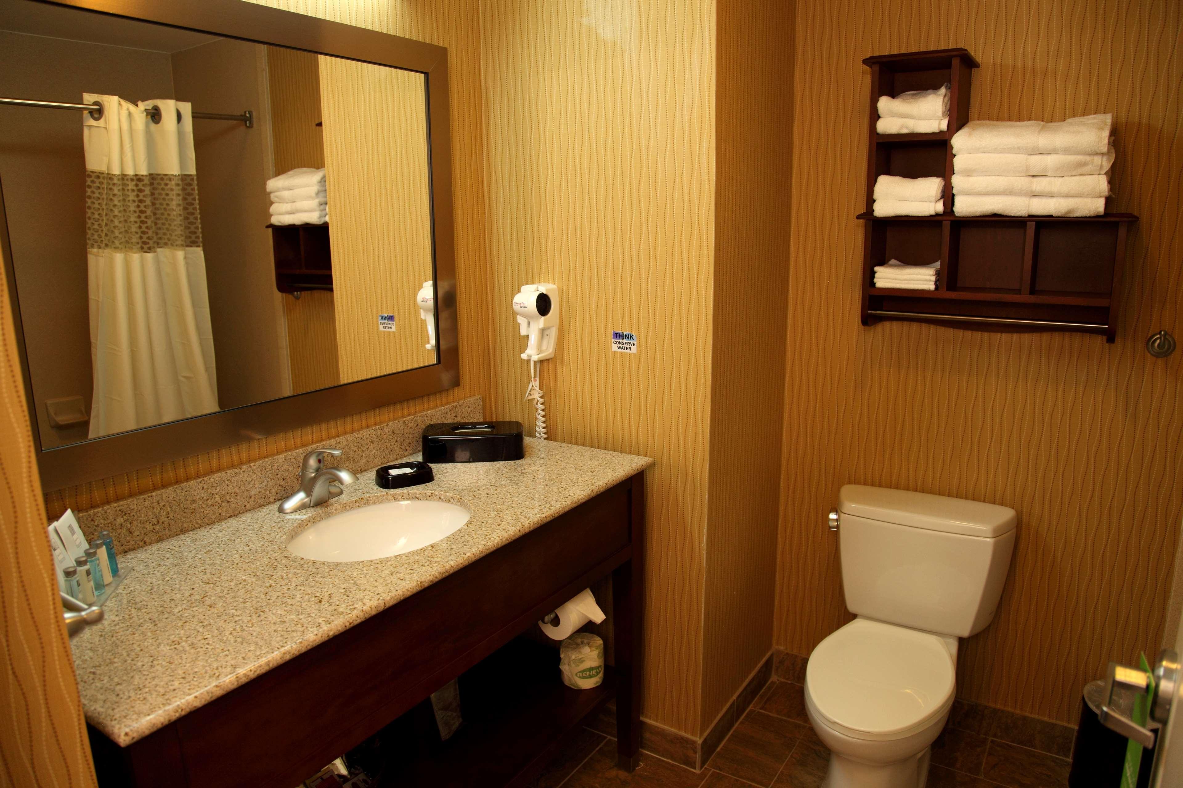 Hampton Inn & Suites Bastrop image 15