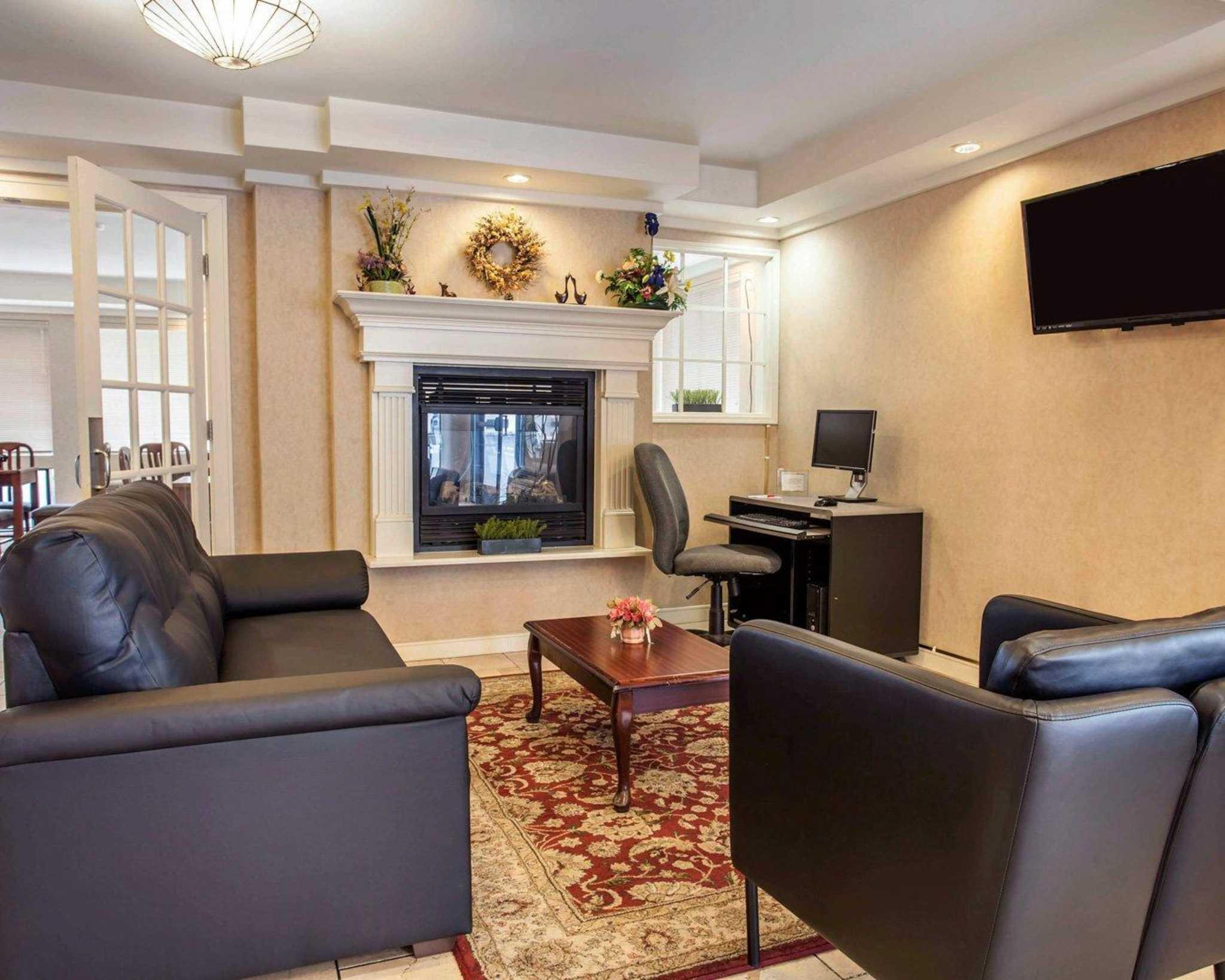 Econo Lodge Renton-Bellevue image 8