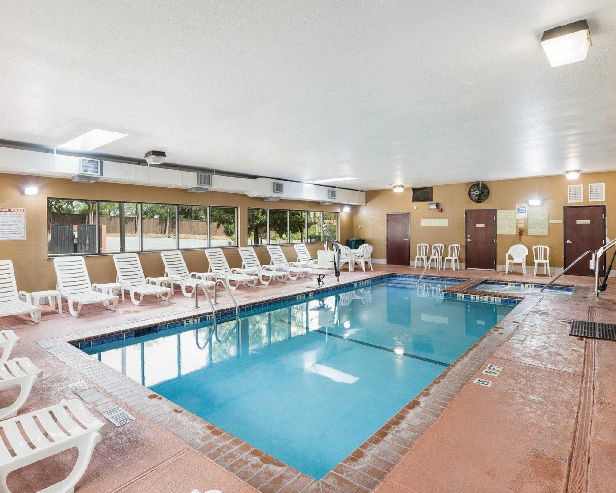 Comfort Inn & Suites Near Medical Center image 8