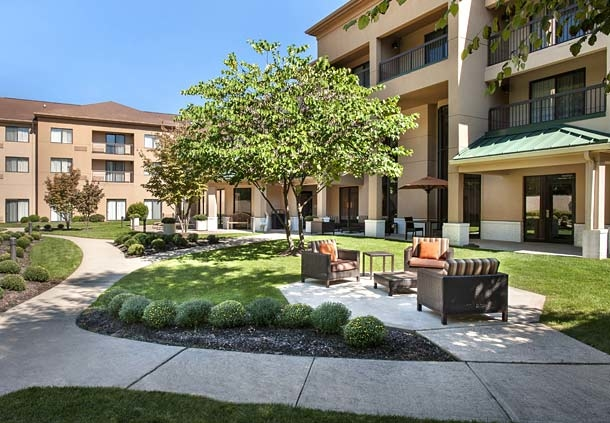 Courtyard by Marriott Parsippany image 2