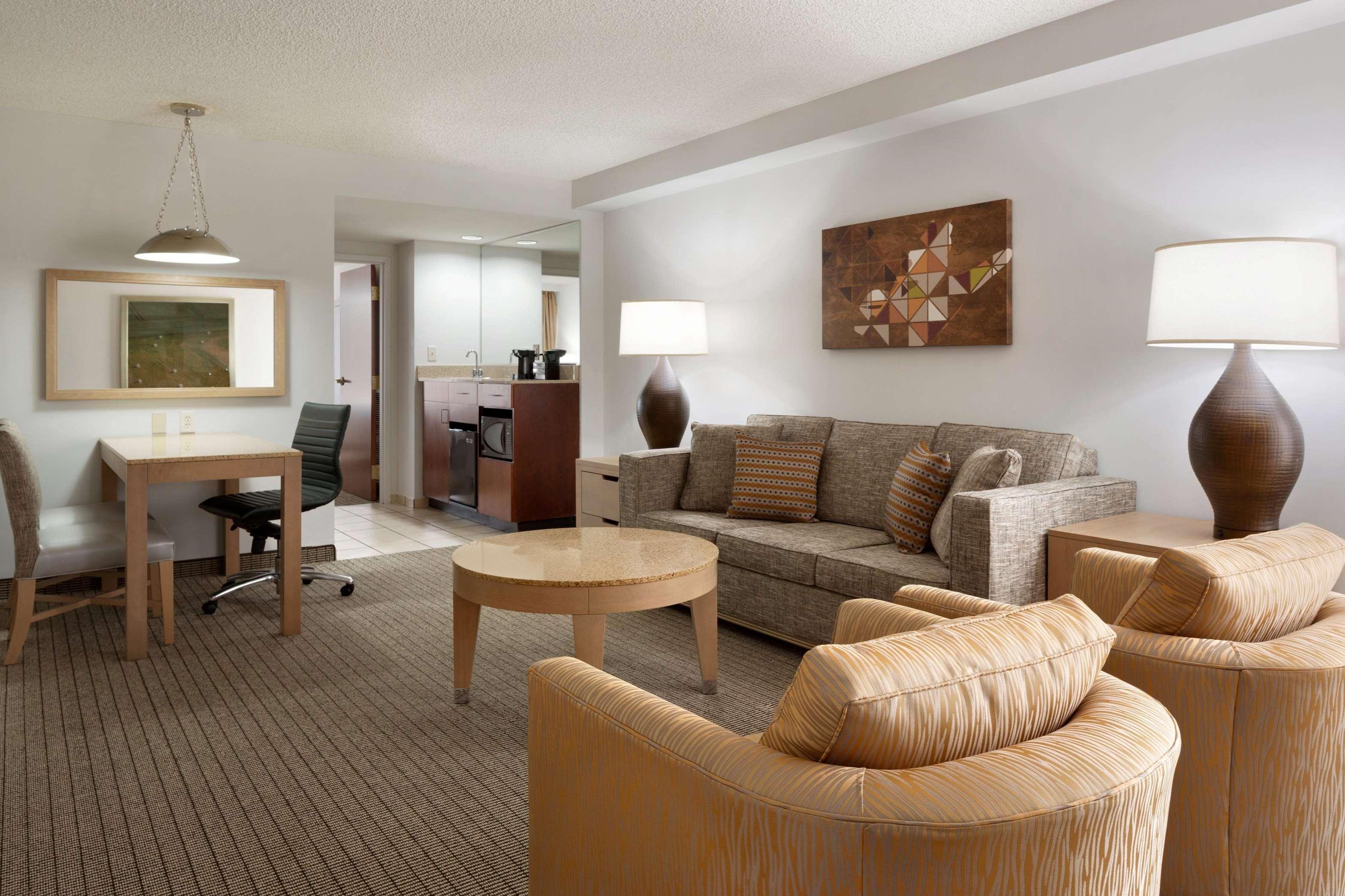 Embassy Suites by Hilton Denver International Airport image 23