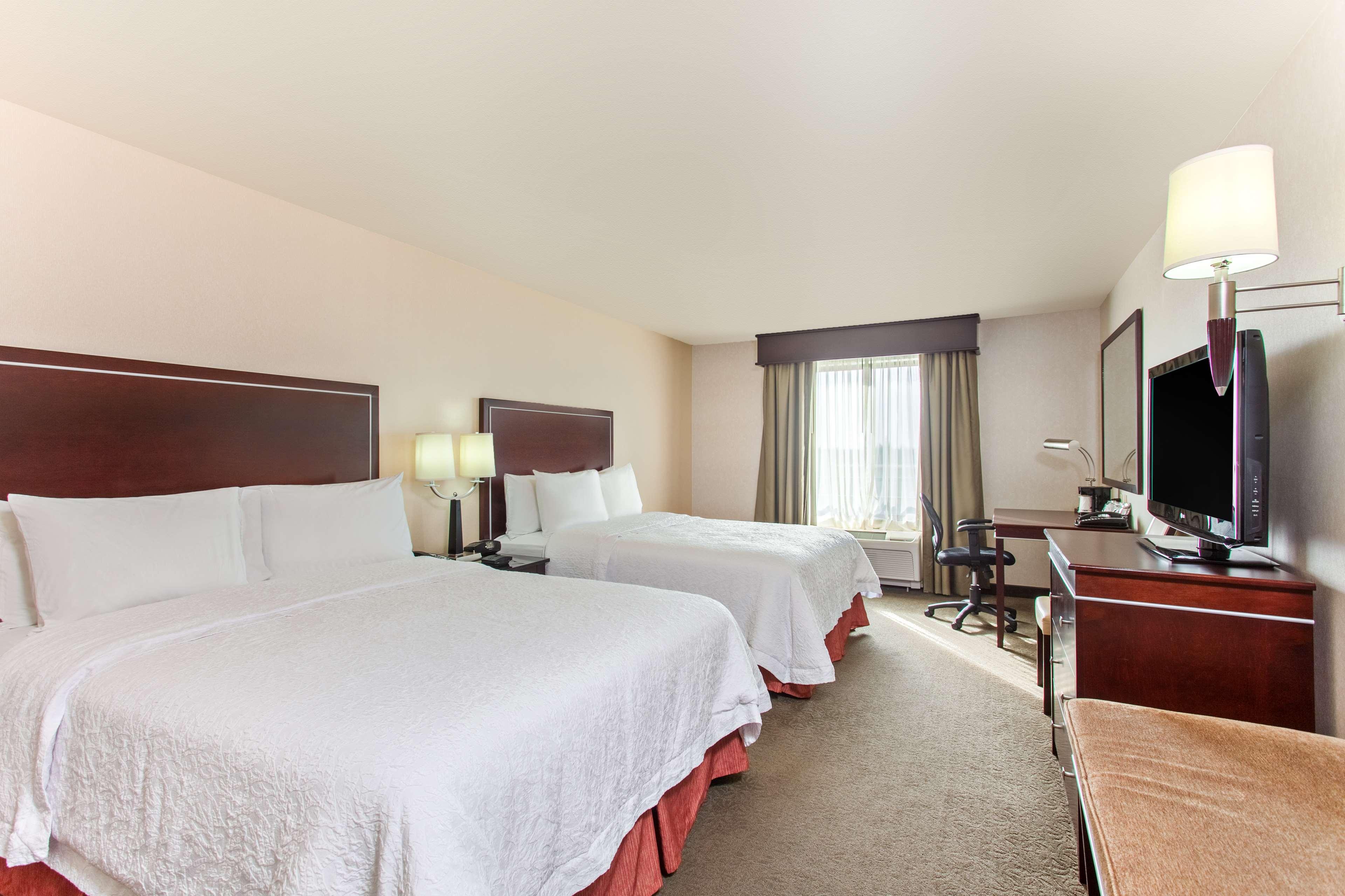 Hampton Inn & Suites Roseville image 8