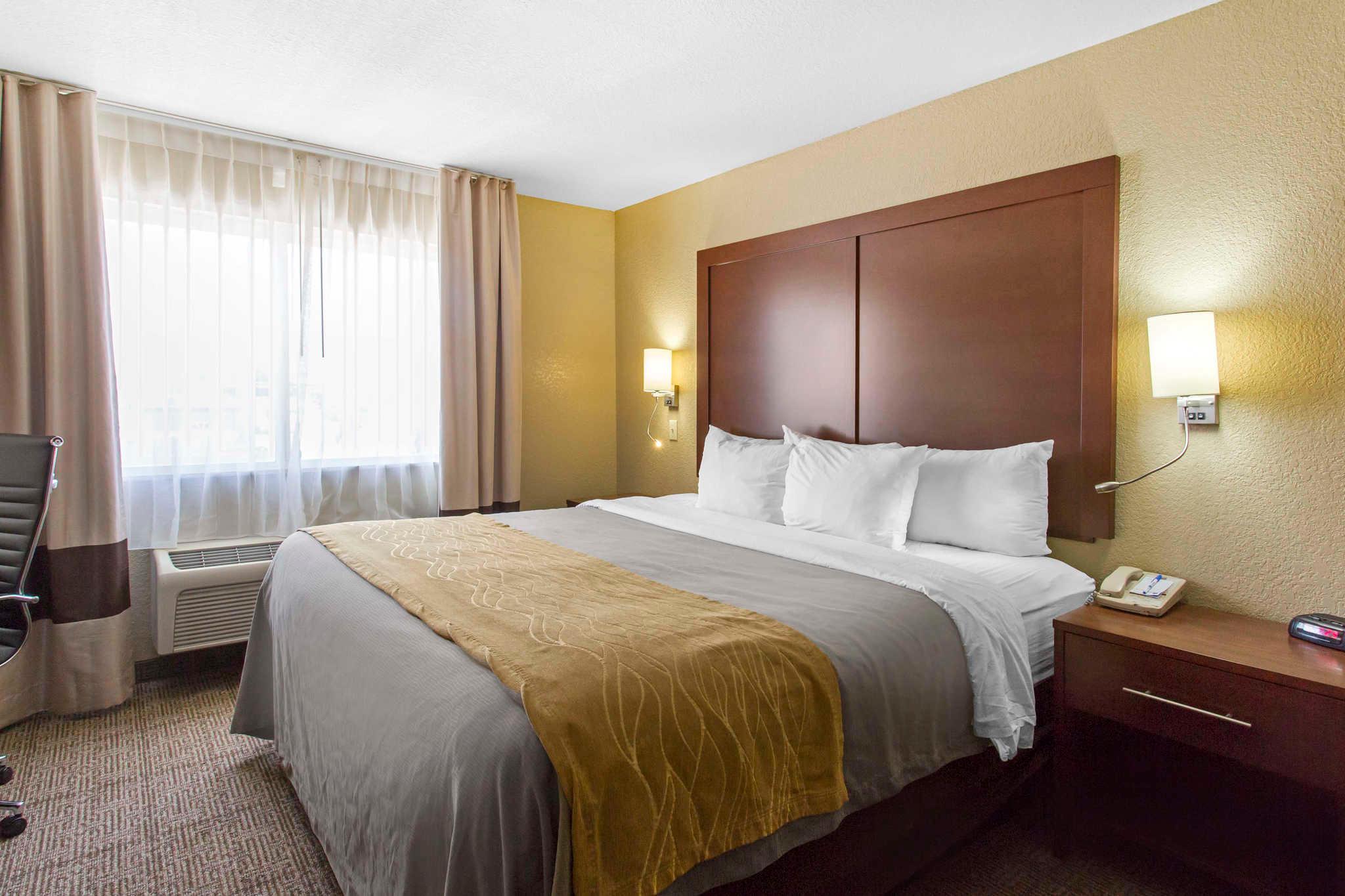 Comfort Inn & Suites image 16
