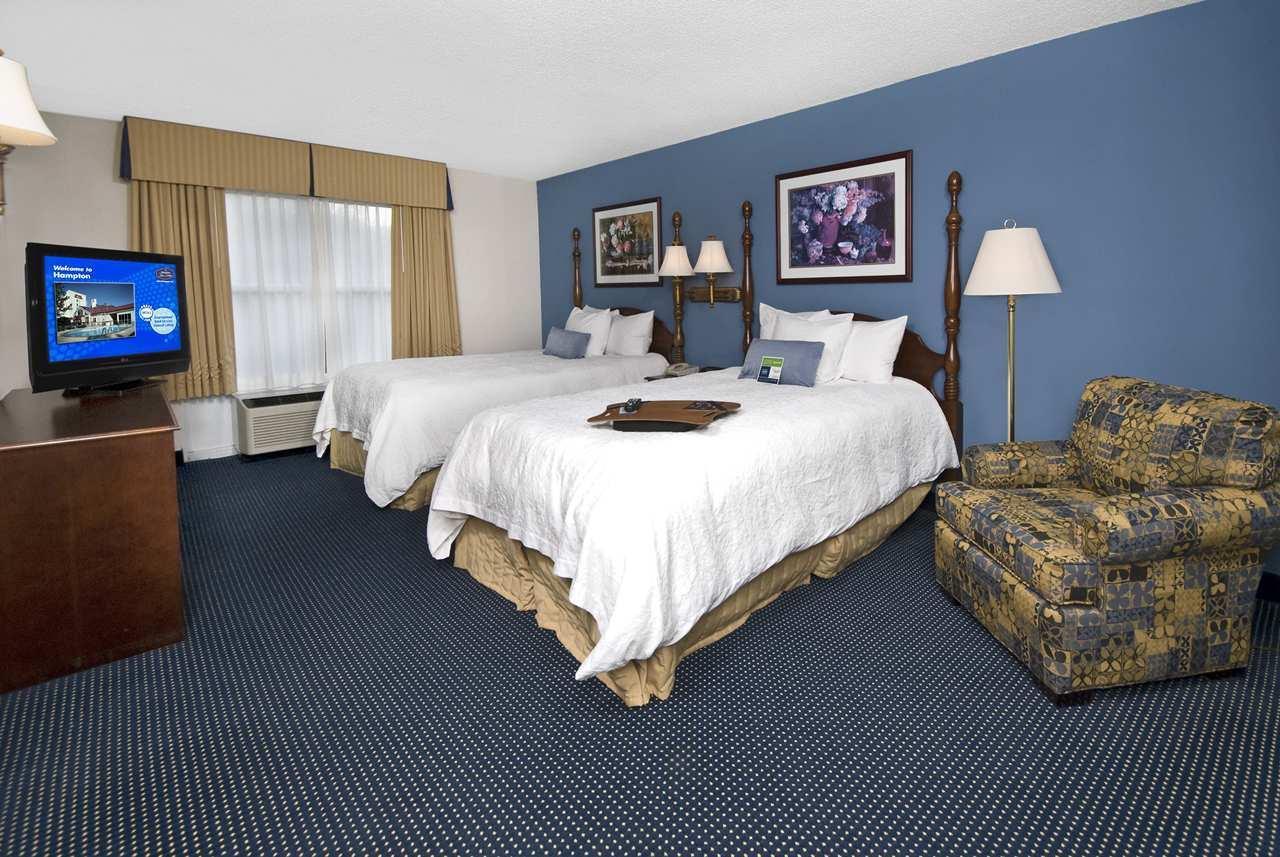 Hampton Inn & Suites Raleigh/Cary I-40 (PNC Arena) image 27