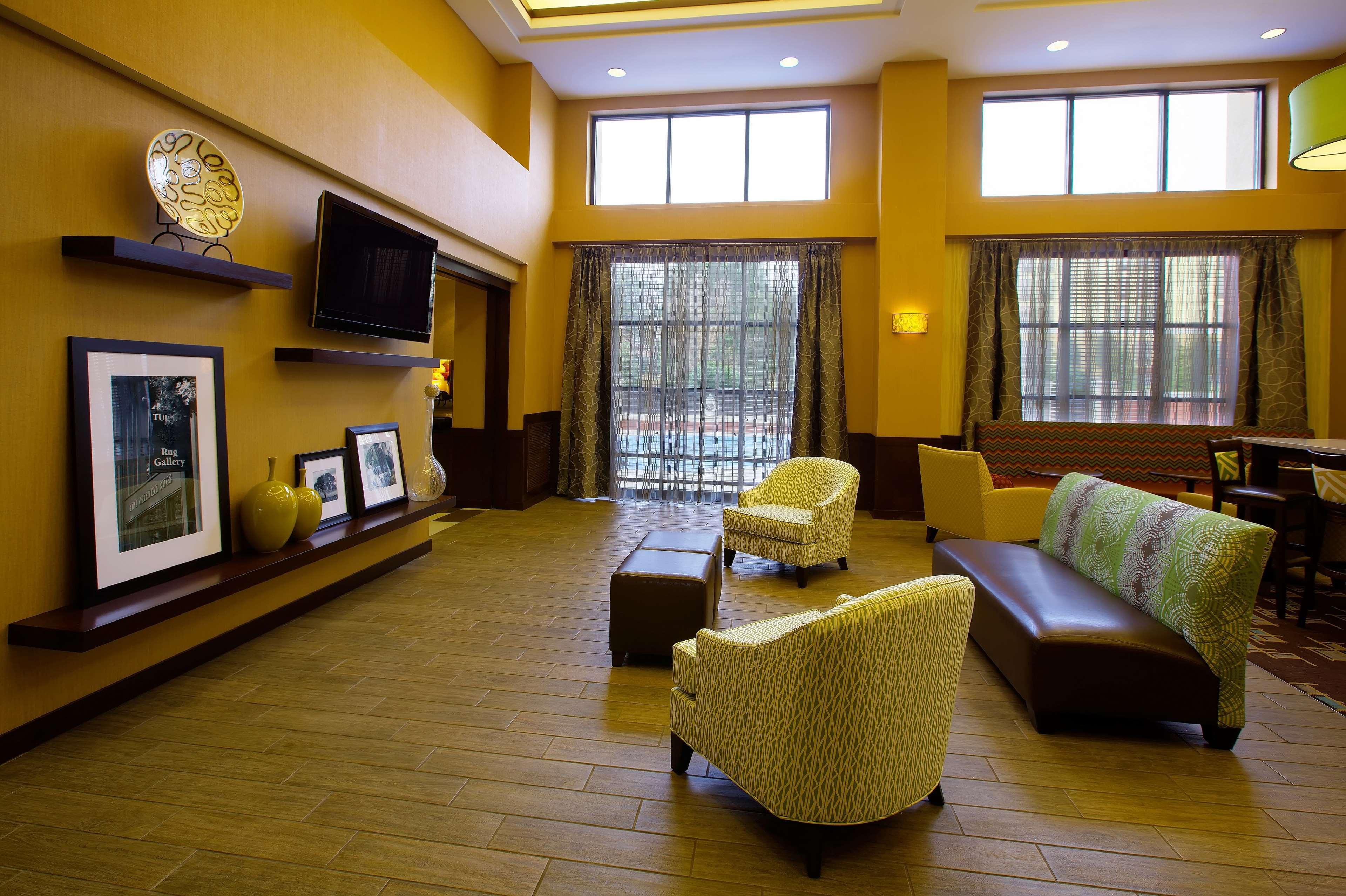 Hampton Inn & Suites Burlington image 4