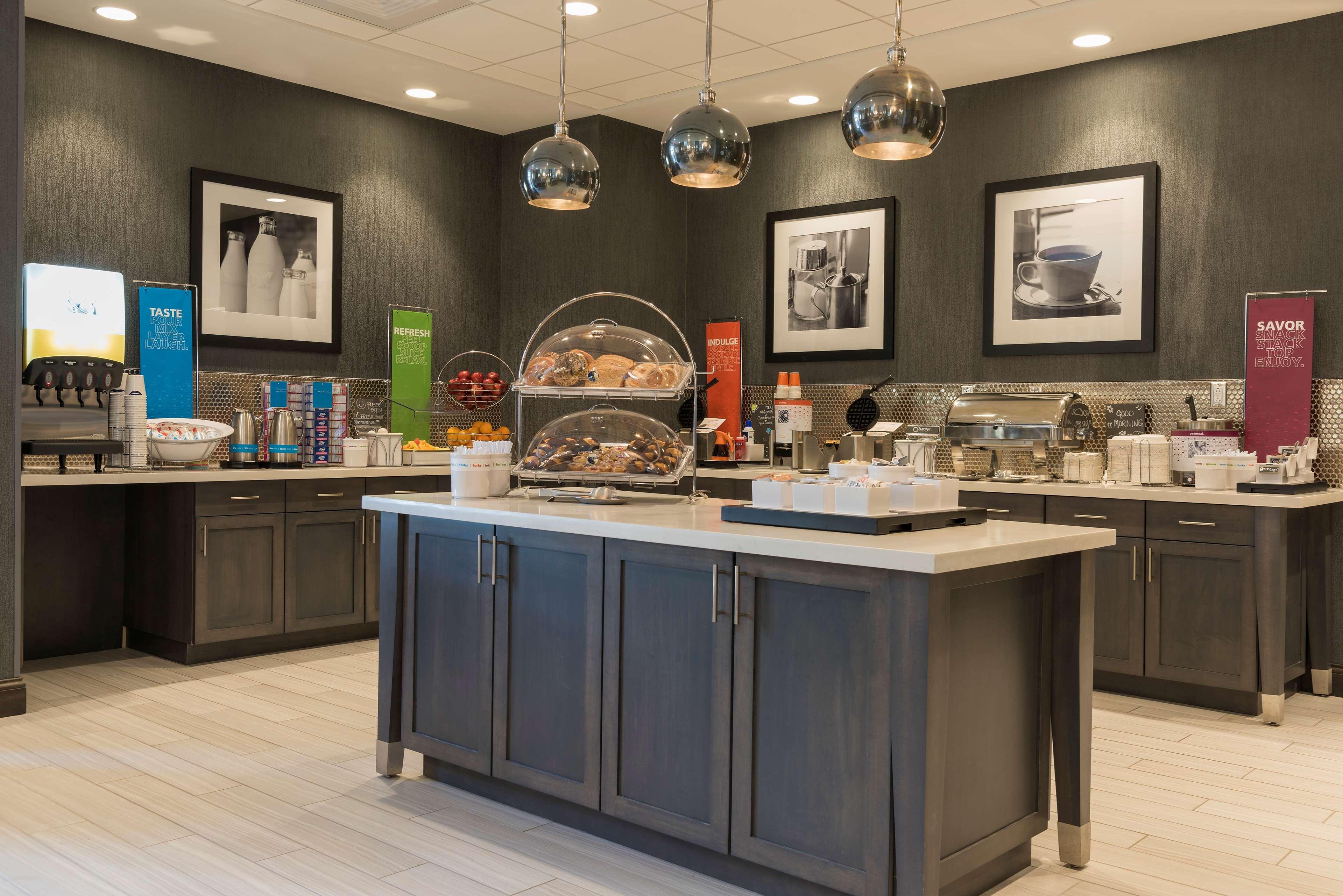 Hampton Inn & Suites Indianapolis-Keystone image 12