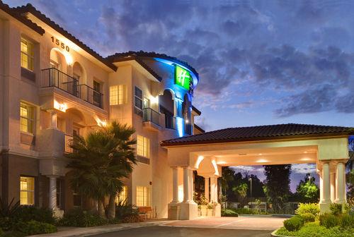 Holiday Inn Express & Suites Corona