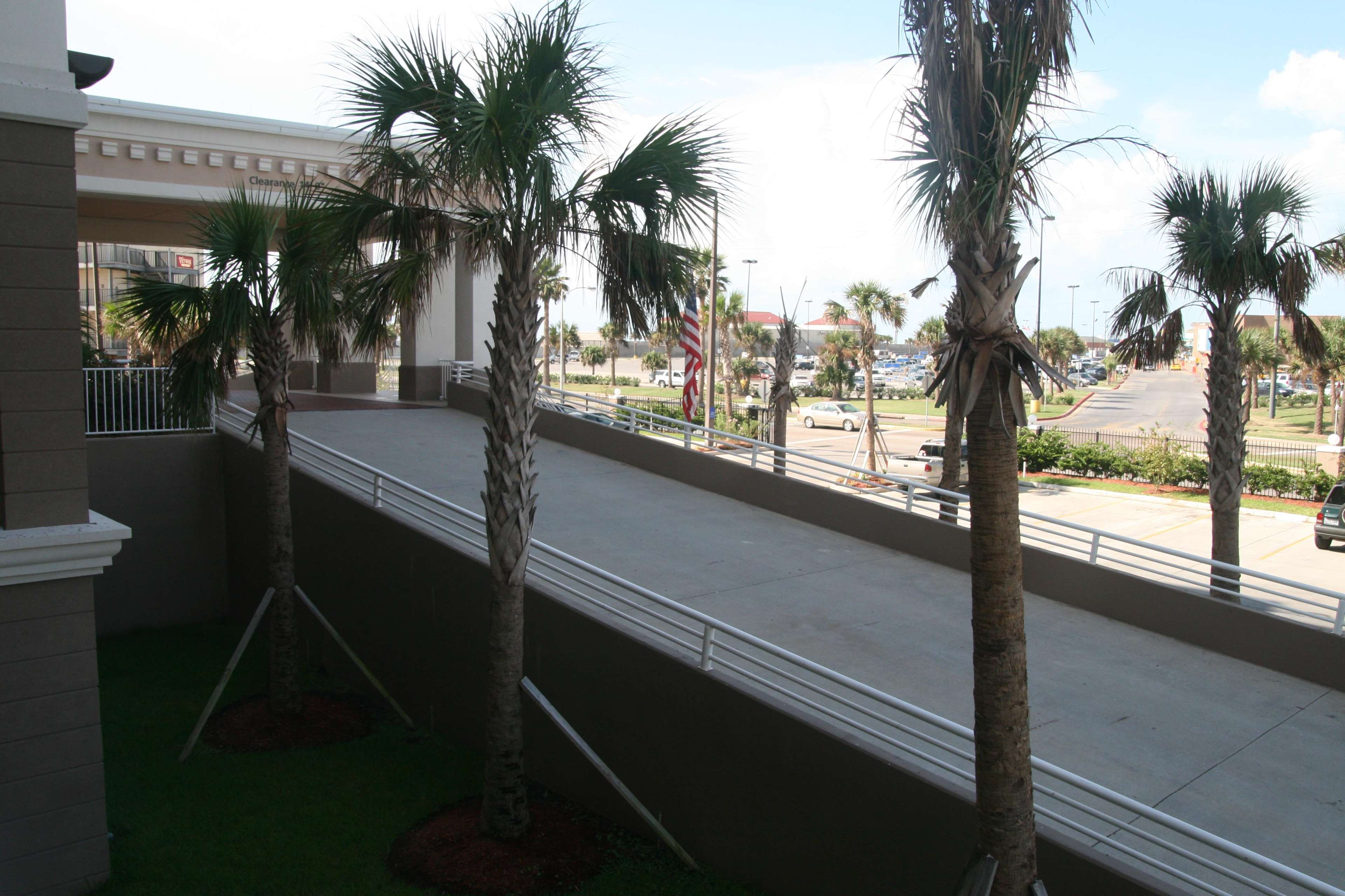 Hampton Inn & Suites Galveston image 5