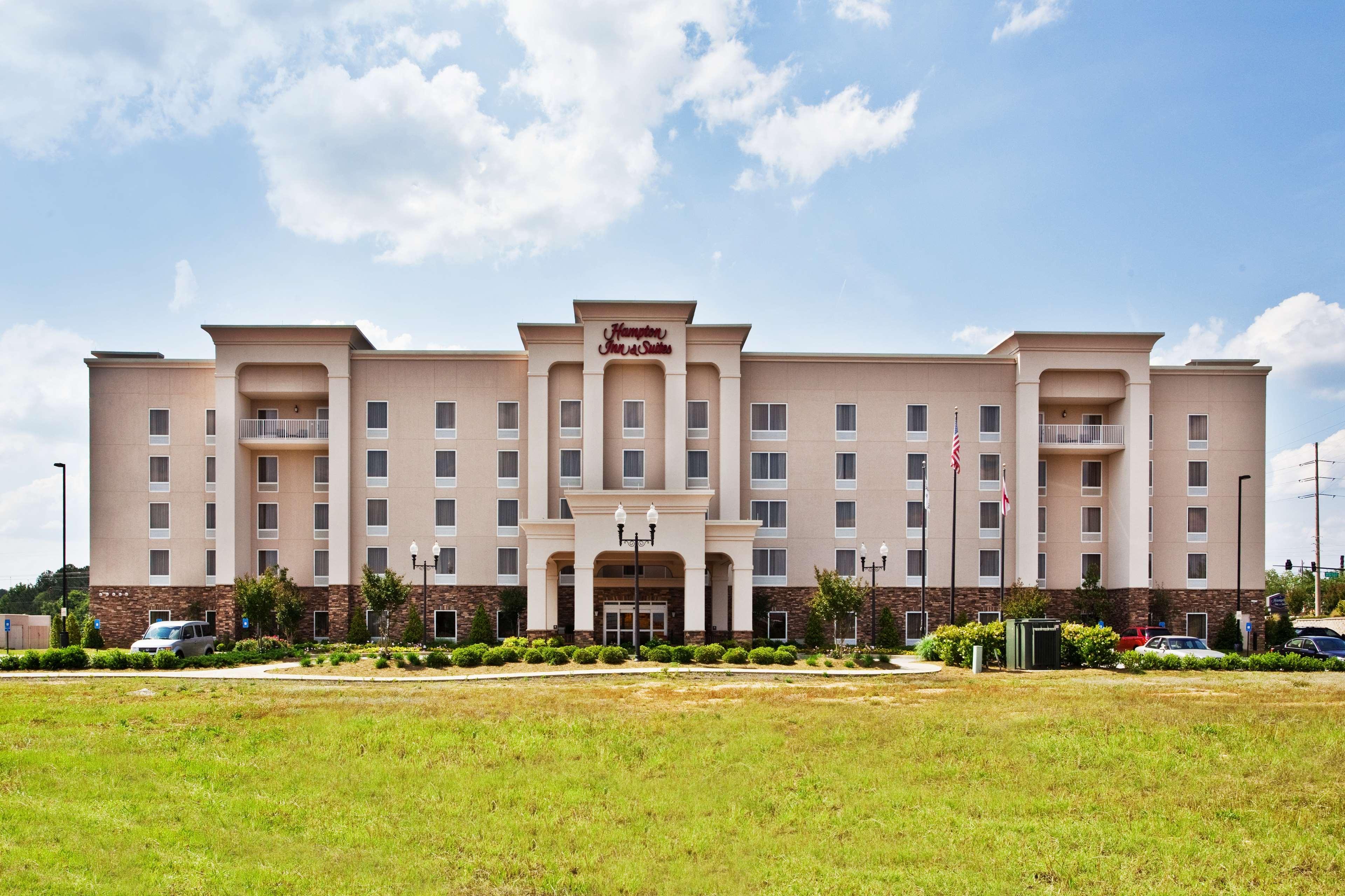Hampton Inn & Suites Lanett-West Point image 2