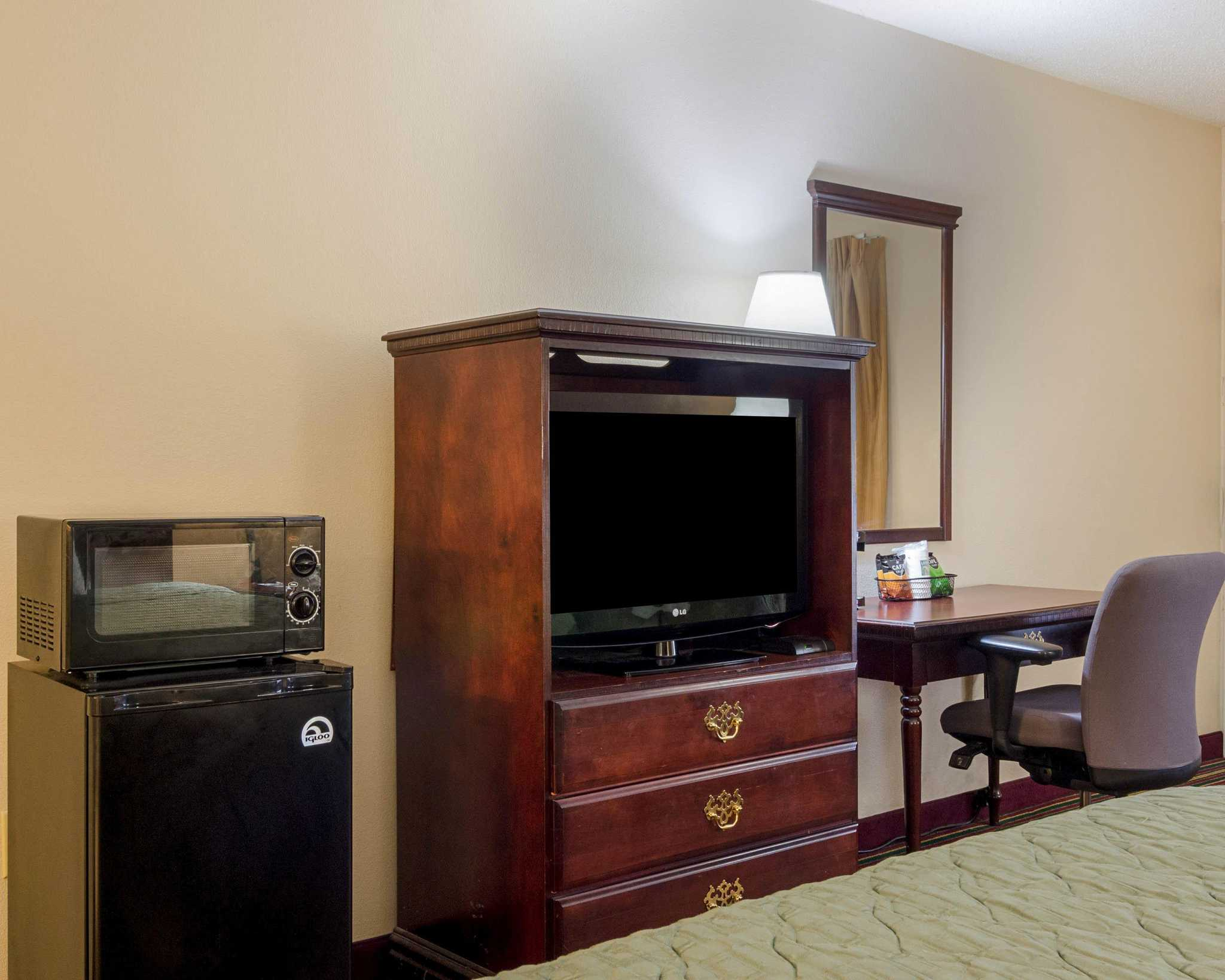 Quality Inn image 12