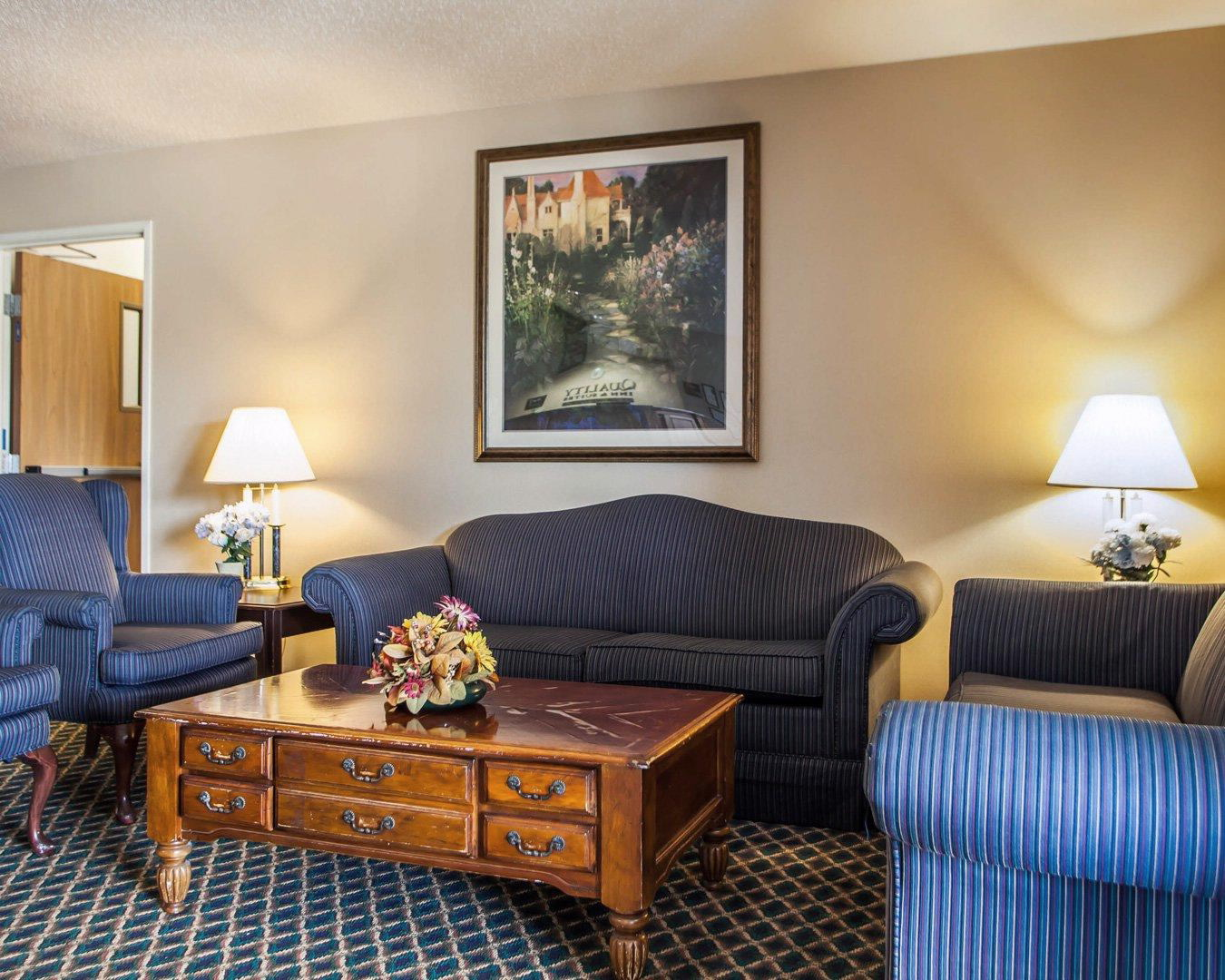 Quality inn suites eldridge davenport north in eldridge for Design homes in eldridge iowa