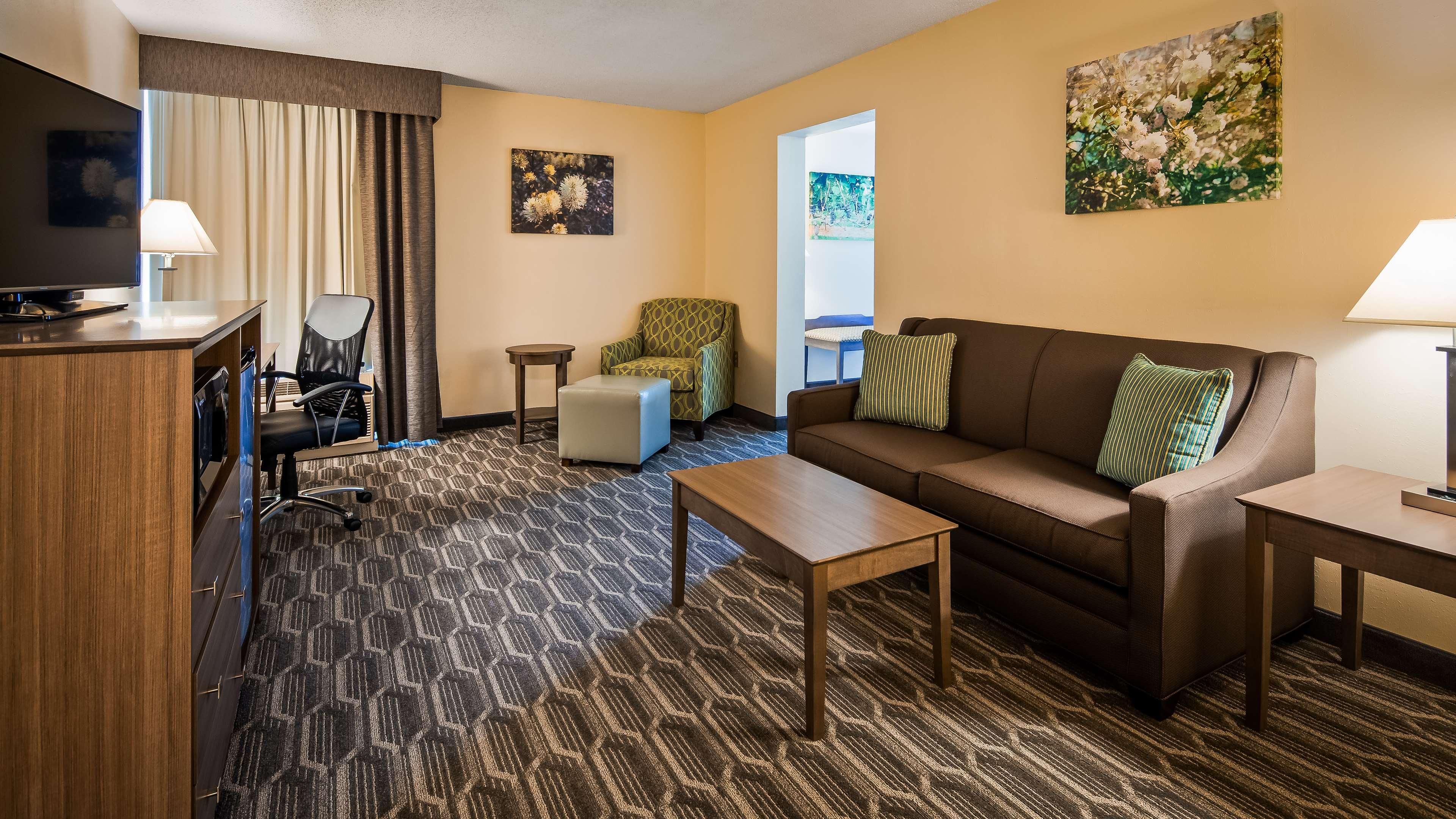 Best Western Plus Yadkin Valley Inn & Suites image 21