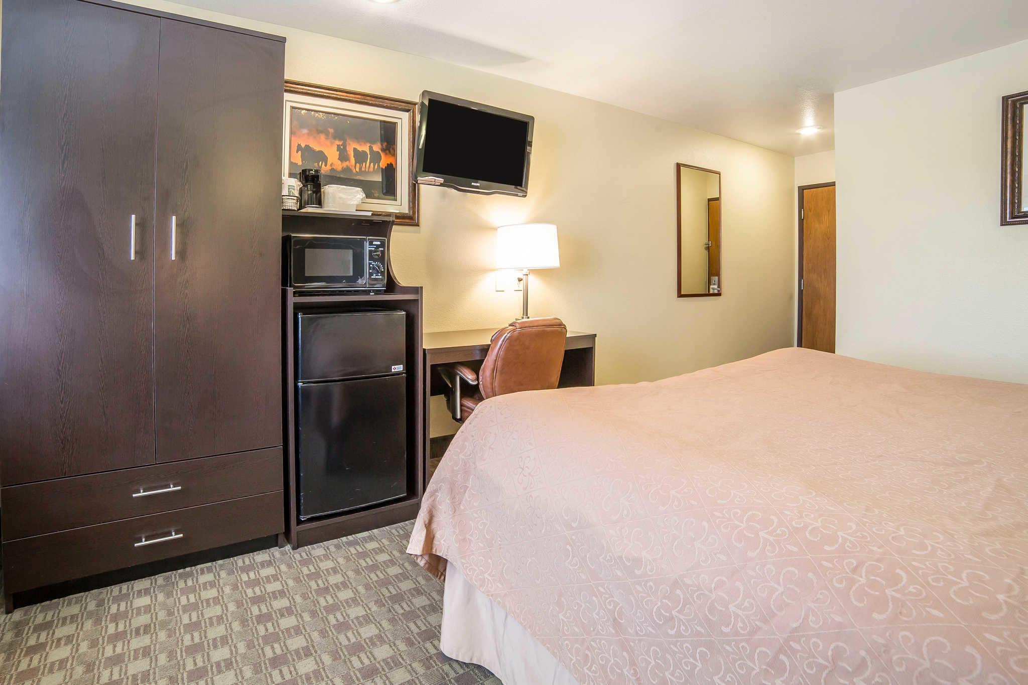 Quality Inn & Suites Elko image 8