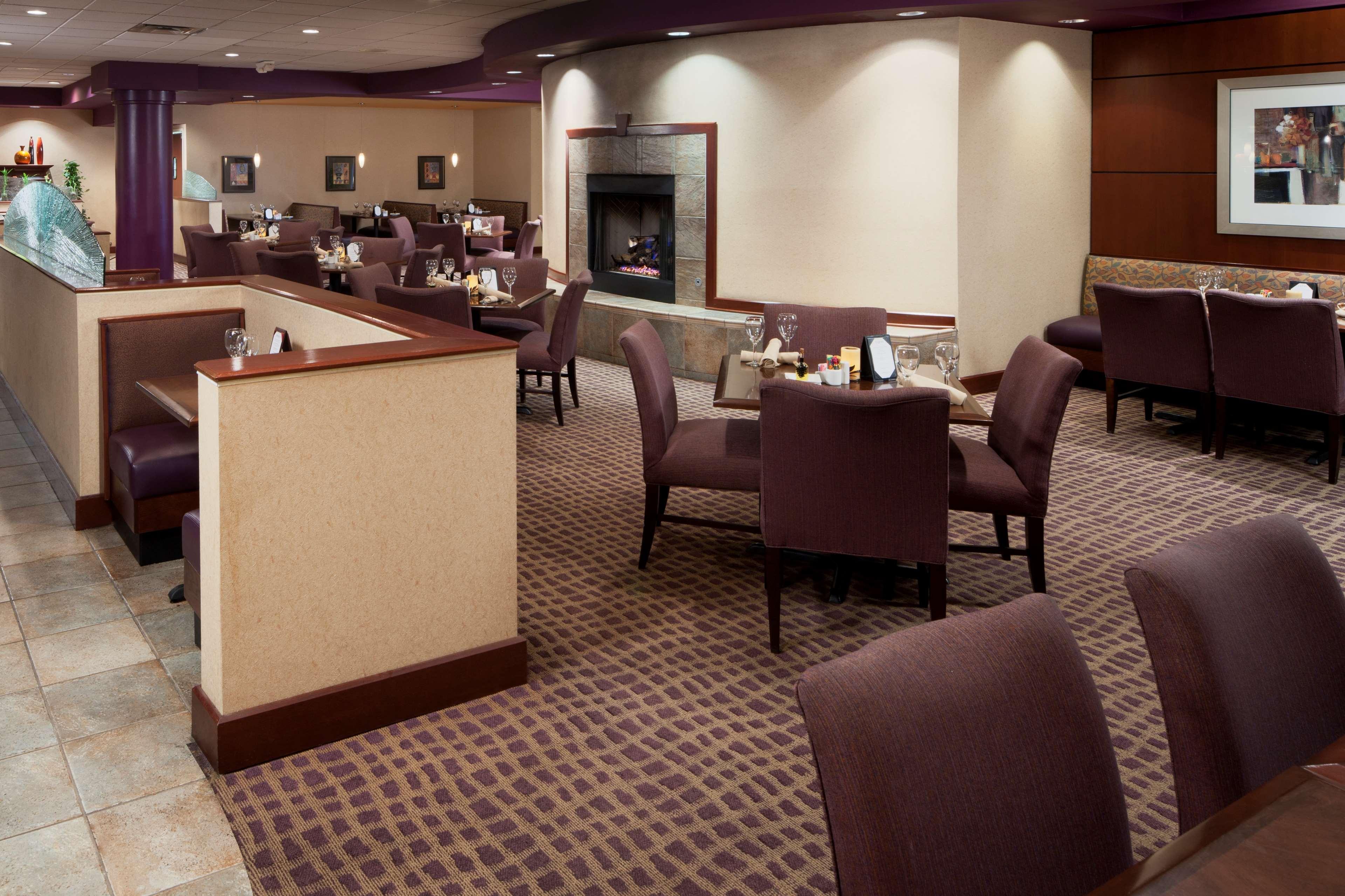 DoubleTree Suites by Hilton Hotel Cincinnati - Blue Ash image 3