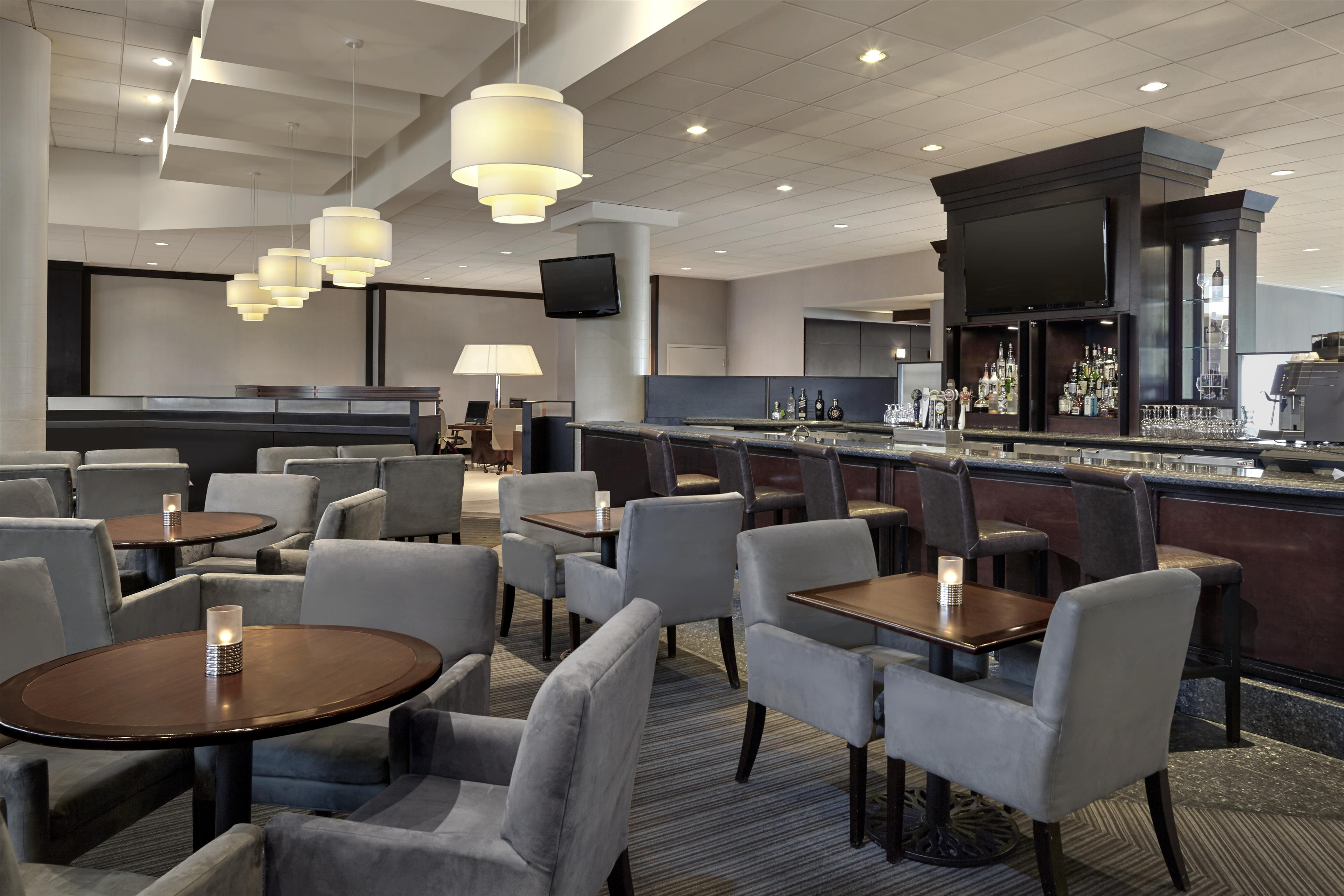 Sheraton Vancouver Guildford Hotel in Surrey: Fresh Bar Lounge