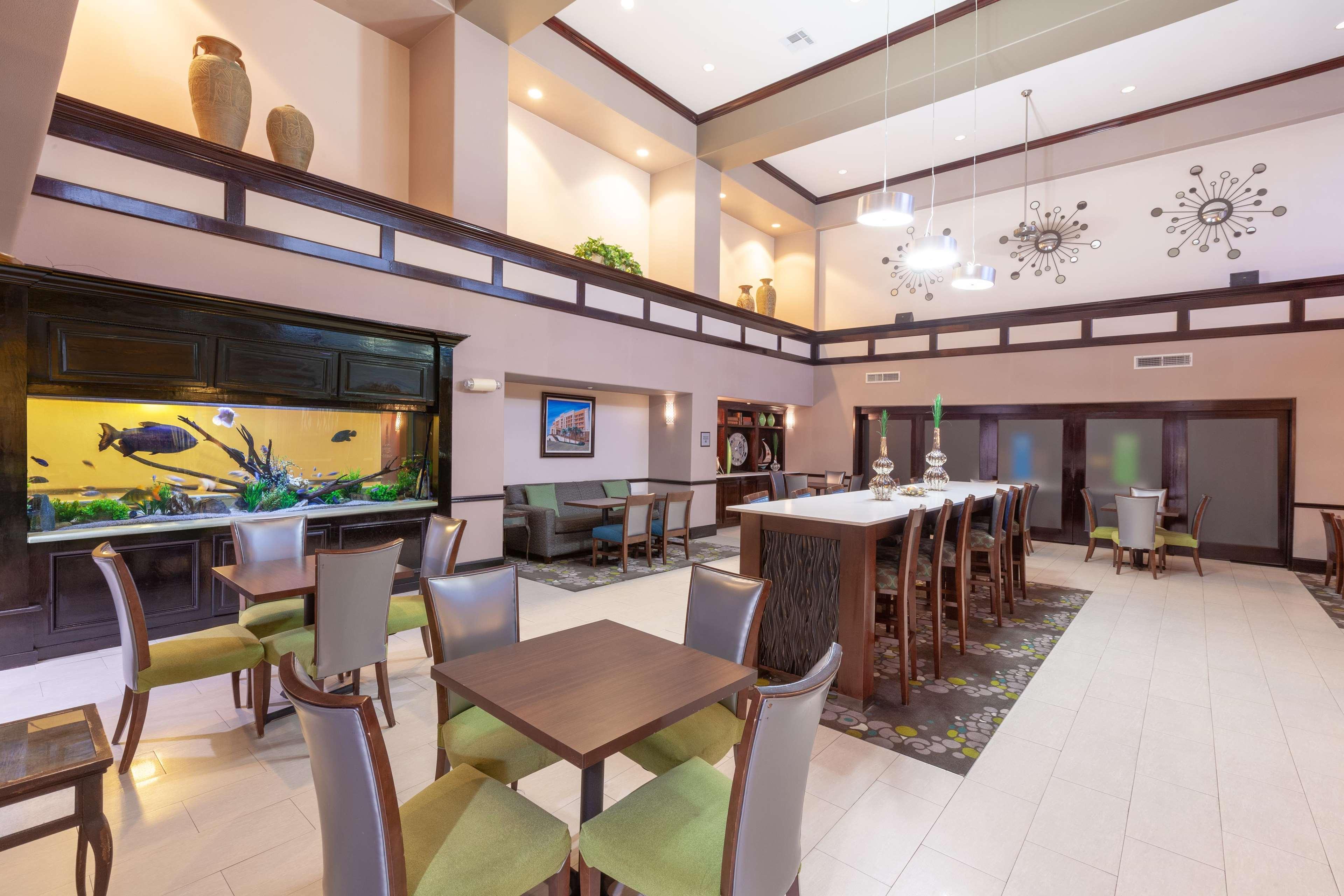 Hampton Inn & Suites Galveston image 13