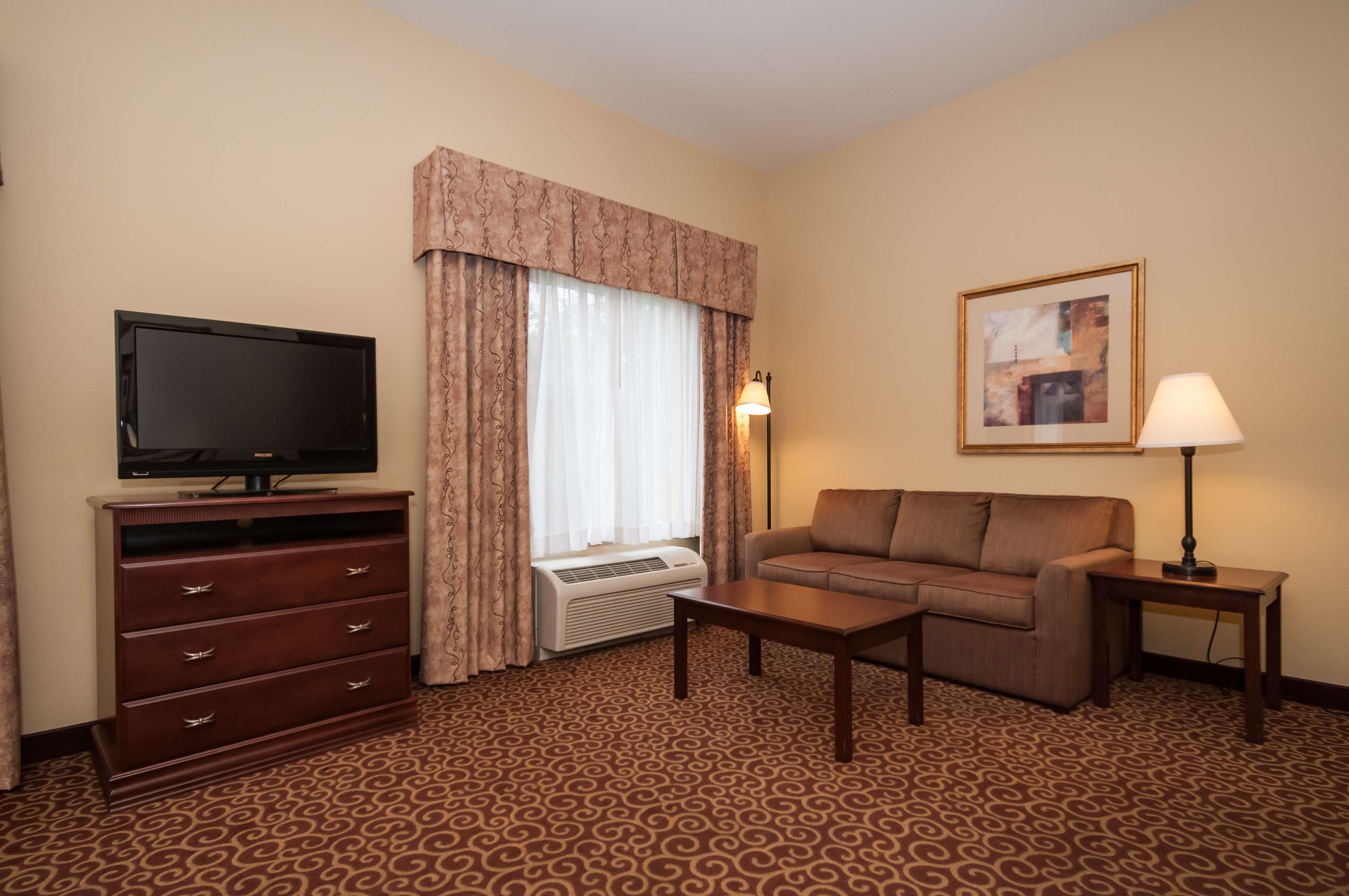 Hampton Inn & Suites Rochester-North image 29