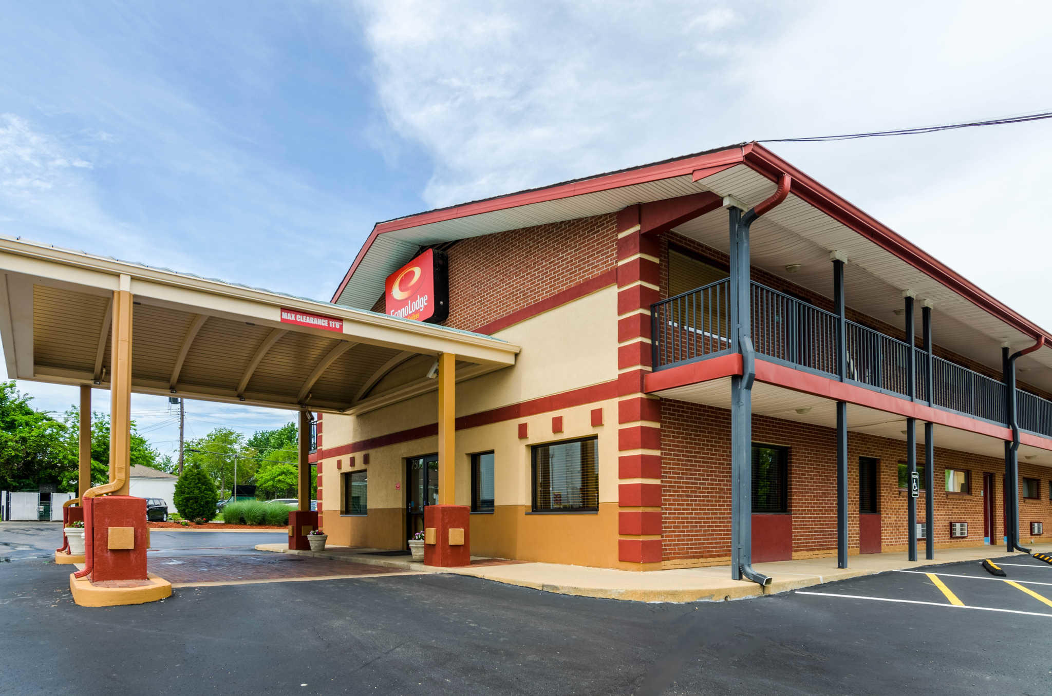 Econo Lodge  Inn & Suites I-35 at Shawnee Mission image 1