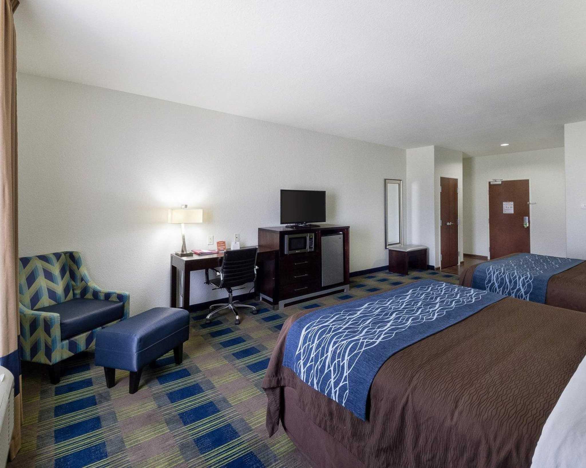 Comfort Inn & Suites image 7