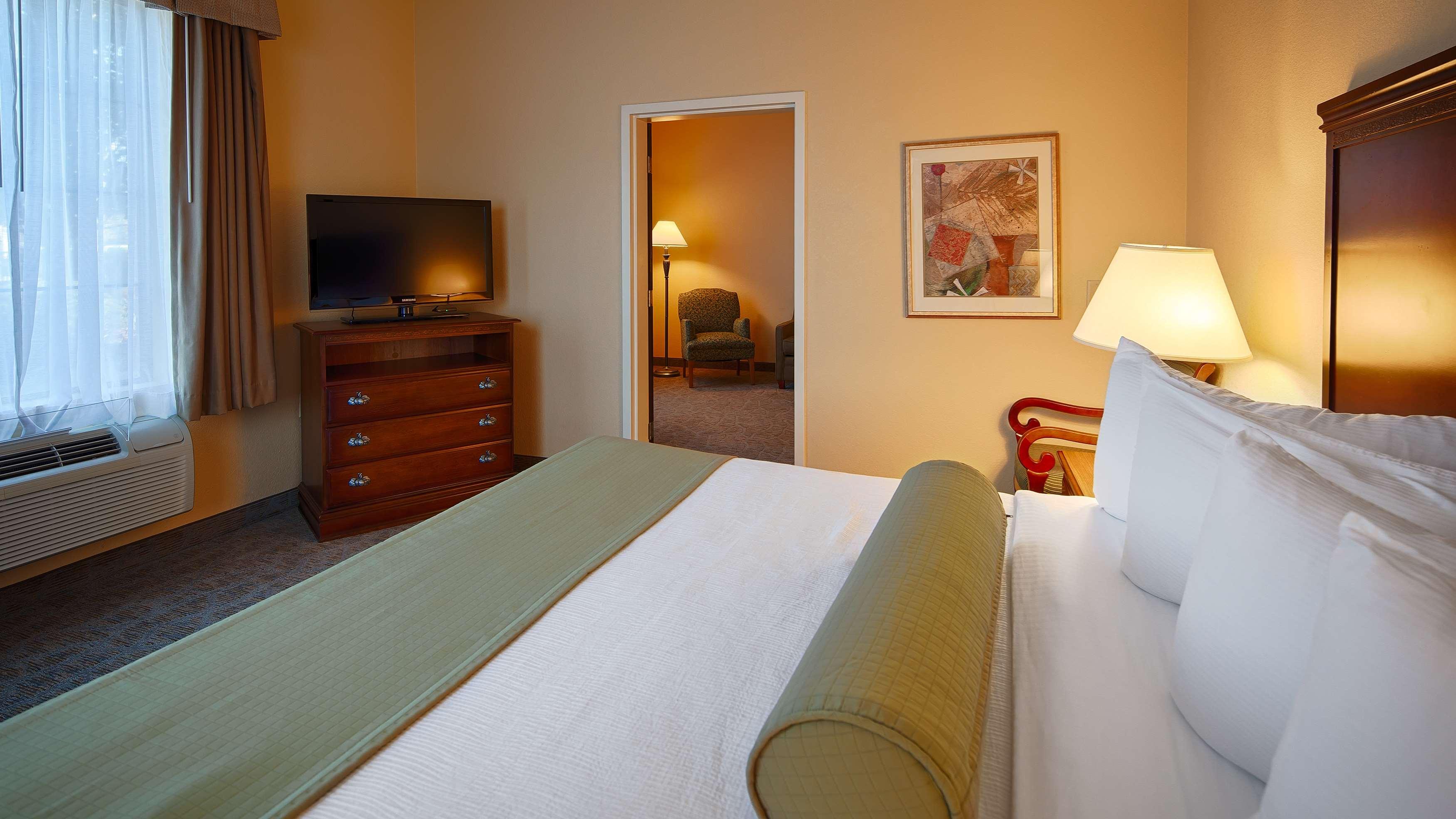 Best Western Plus Executive Hotel & Suites image 25