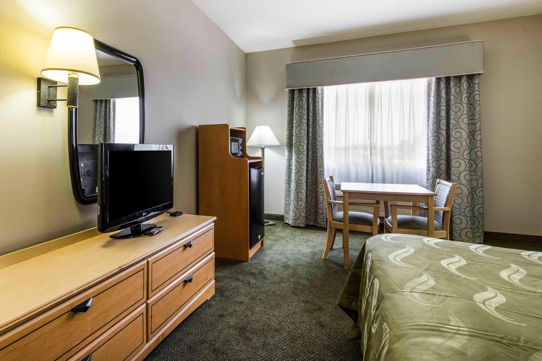 Quality Inn & Suites Jackson Int'l Airport image 11