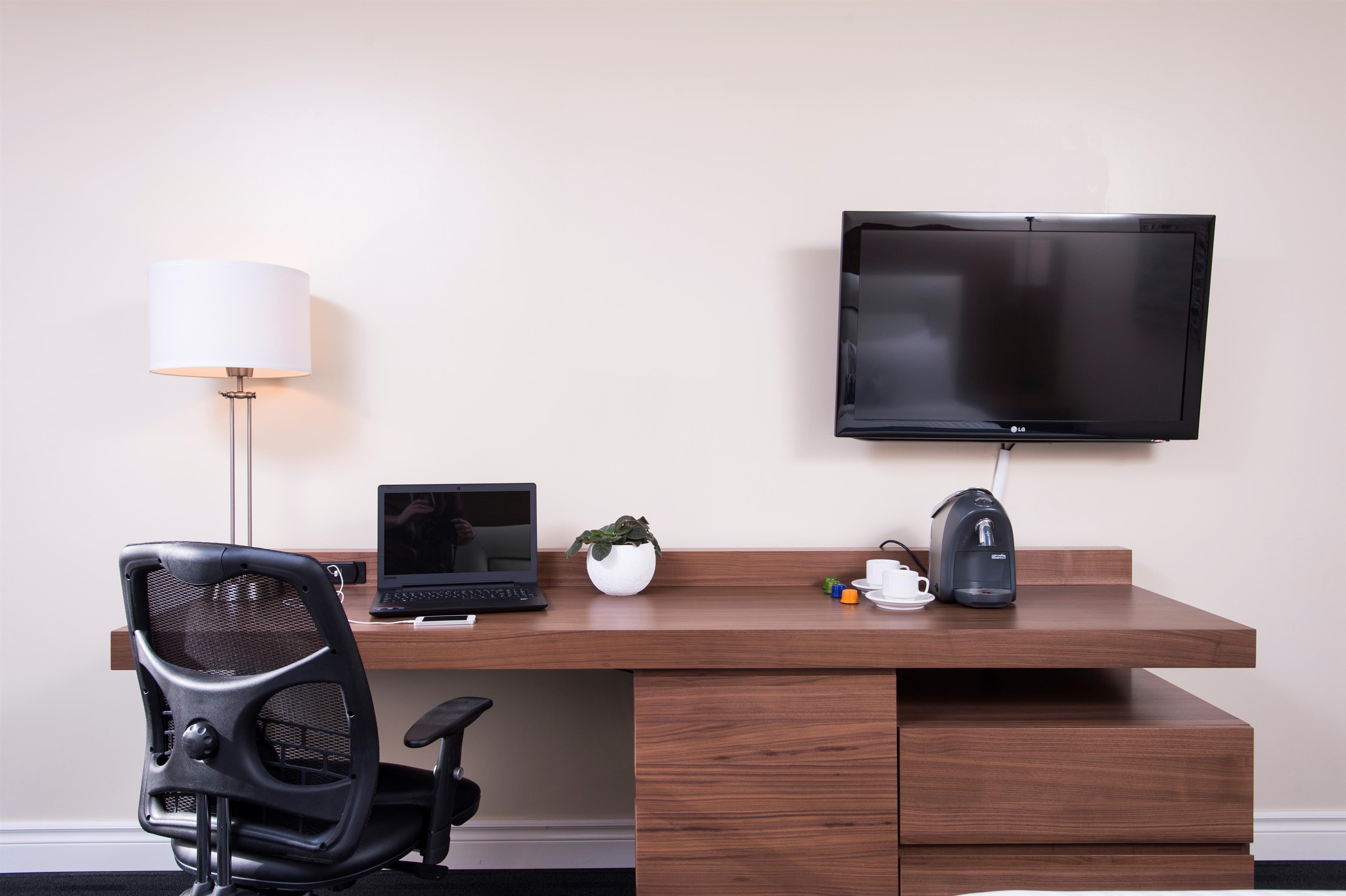 Best Western Plus Hotel Albert Rouyn-Noranda à Rouyn-Noranda: Working Desk