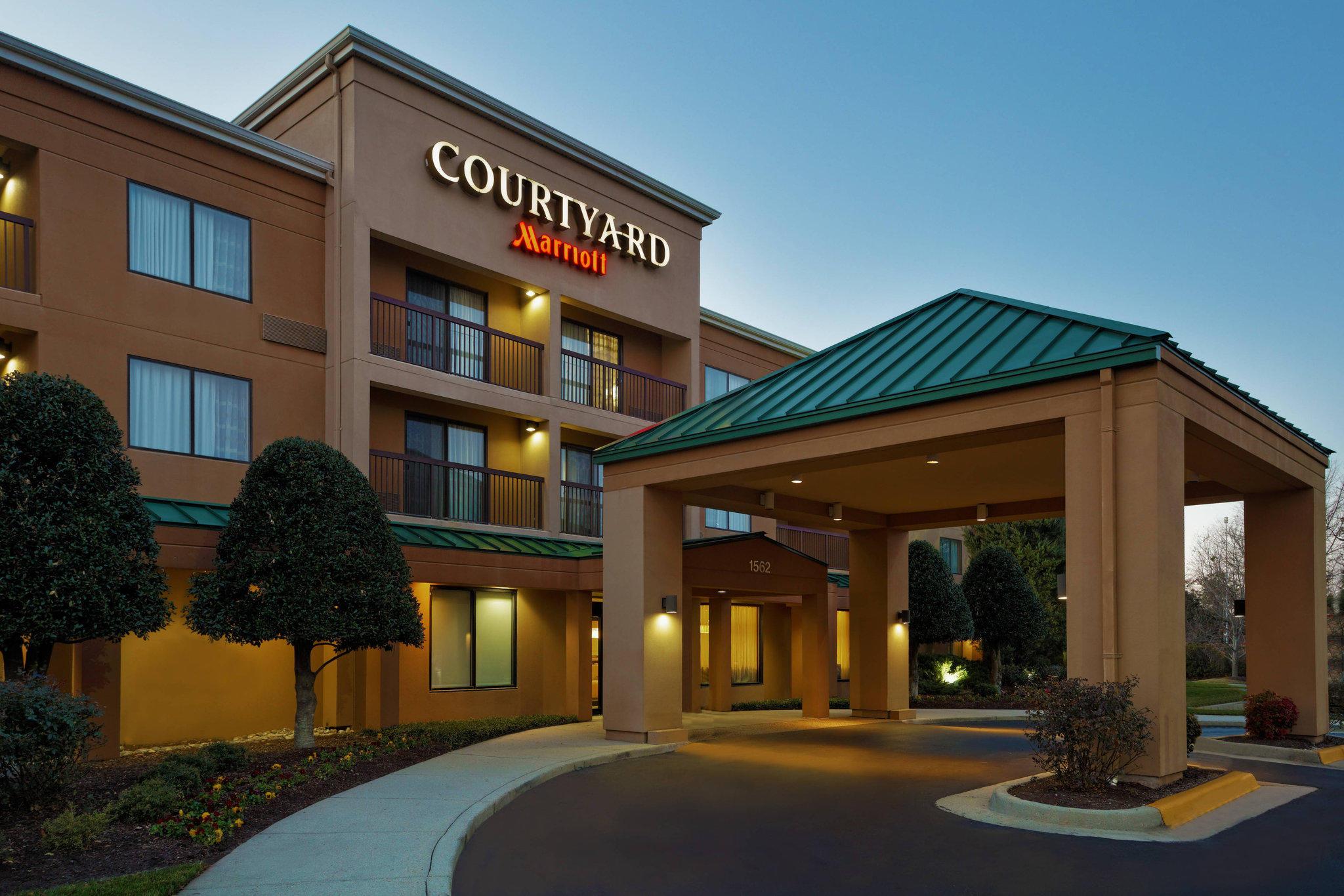 Courtyard by Marriott Chesapeake Greenbrier