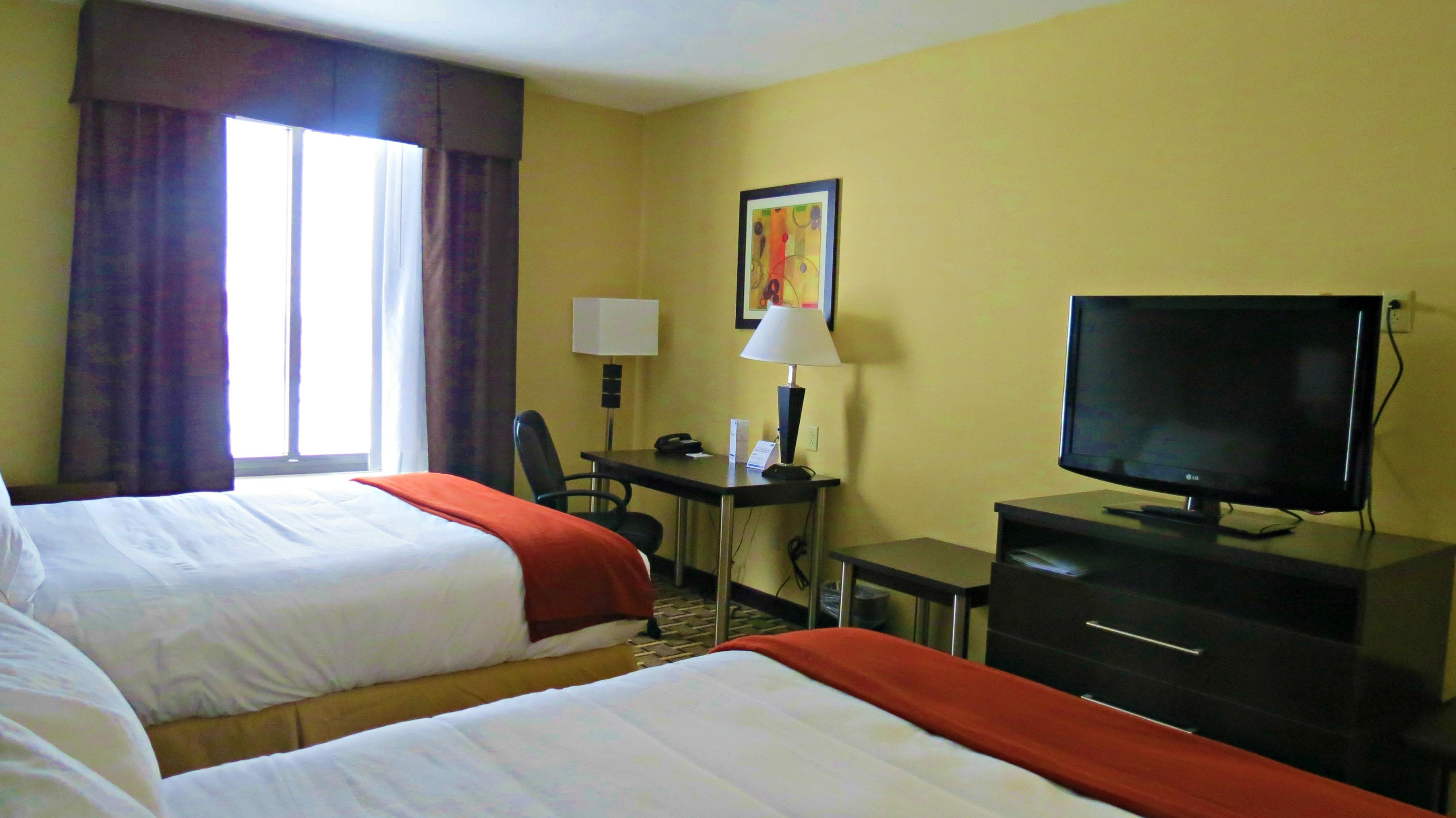 Holiday Inn Express & Suites image 12