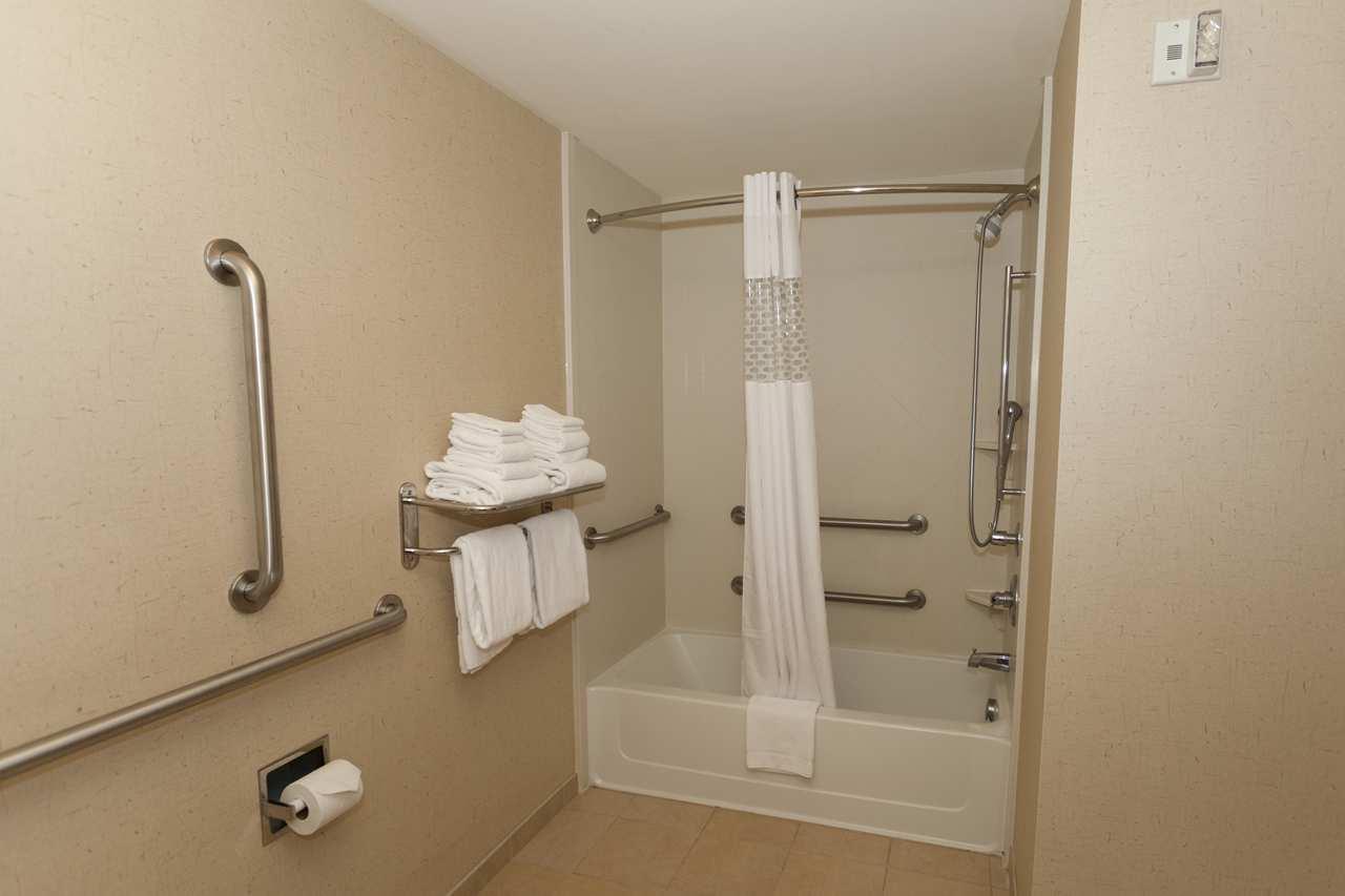 Hampton Inn & Suites Riverton image 39