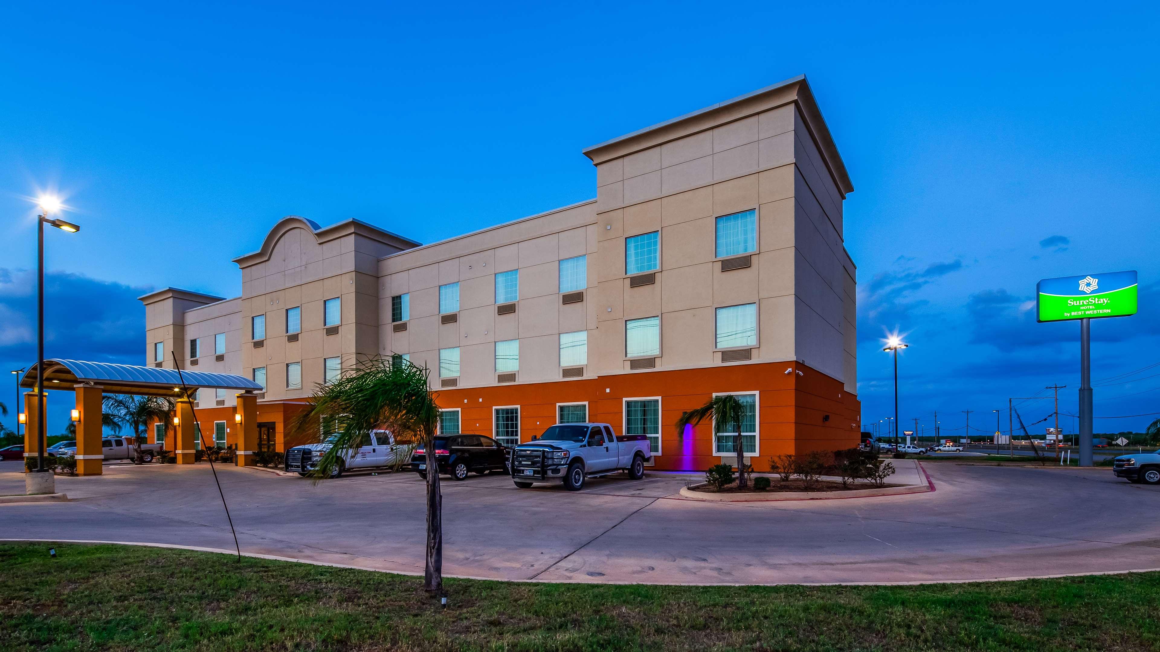 SureStay Hotel by Best Western Cotulla image 2