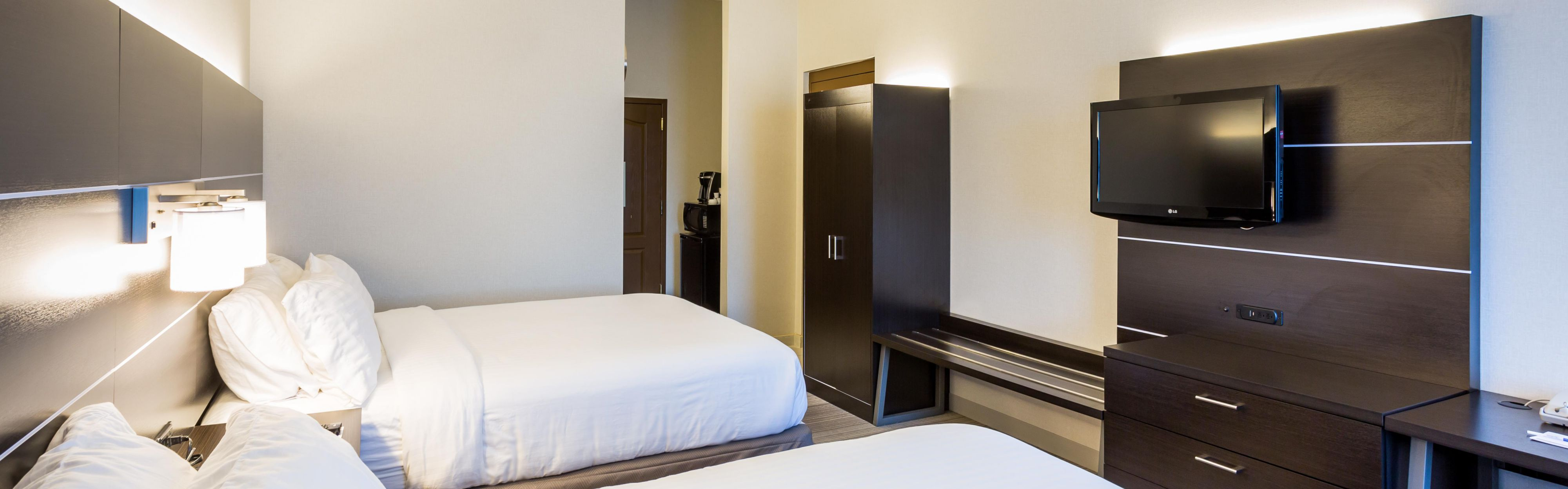 Holiday Inn Express & Suites Reading Airport image 1