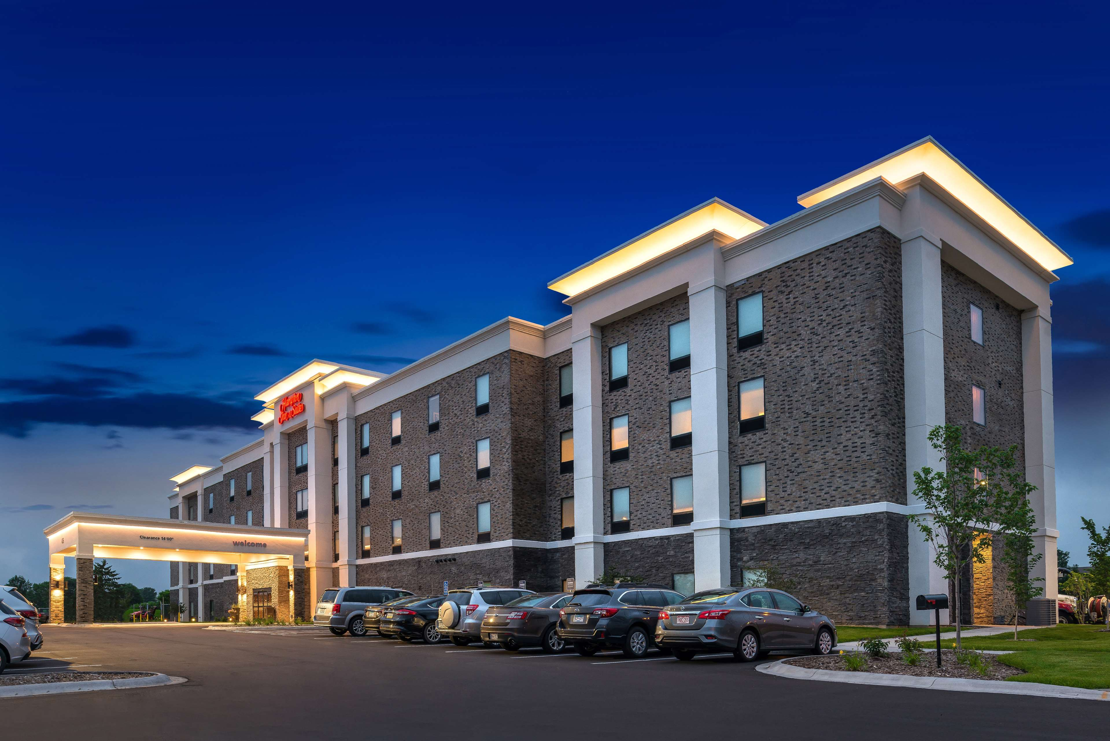 Hampton Inn & Suites St. Paul Oakdale/Woodbury image 2