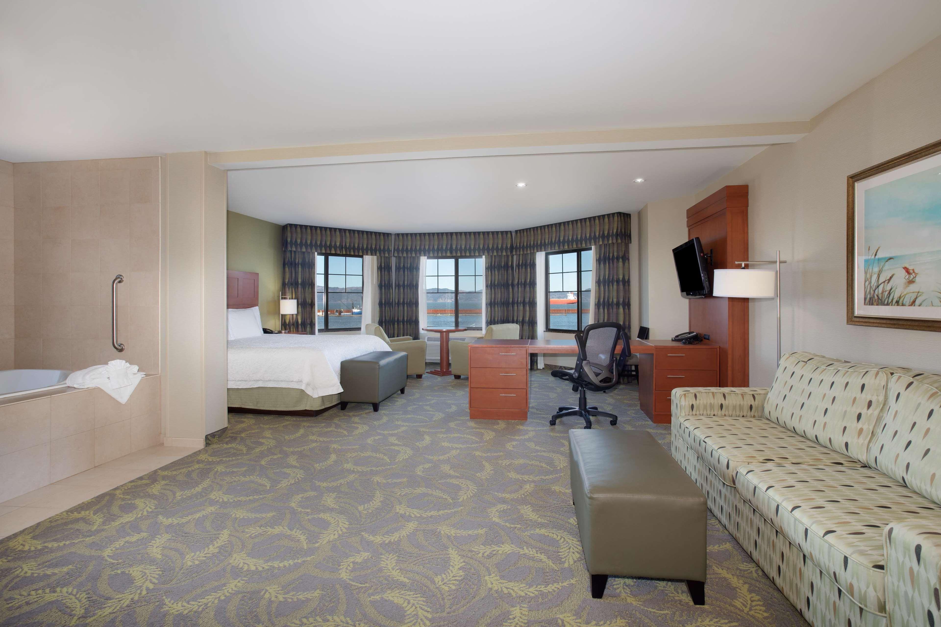 Hampton Inn & Suites Astoria image 60